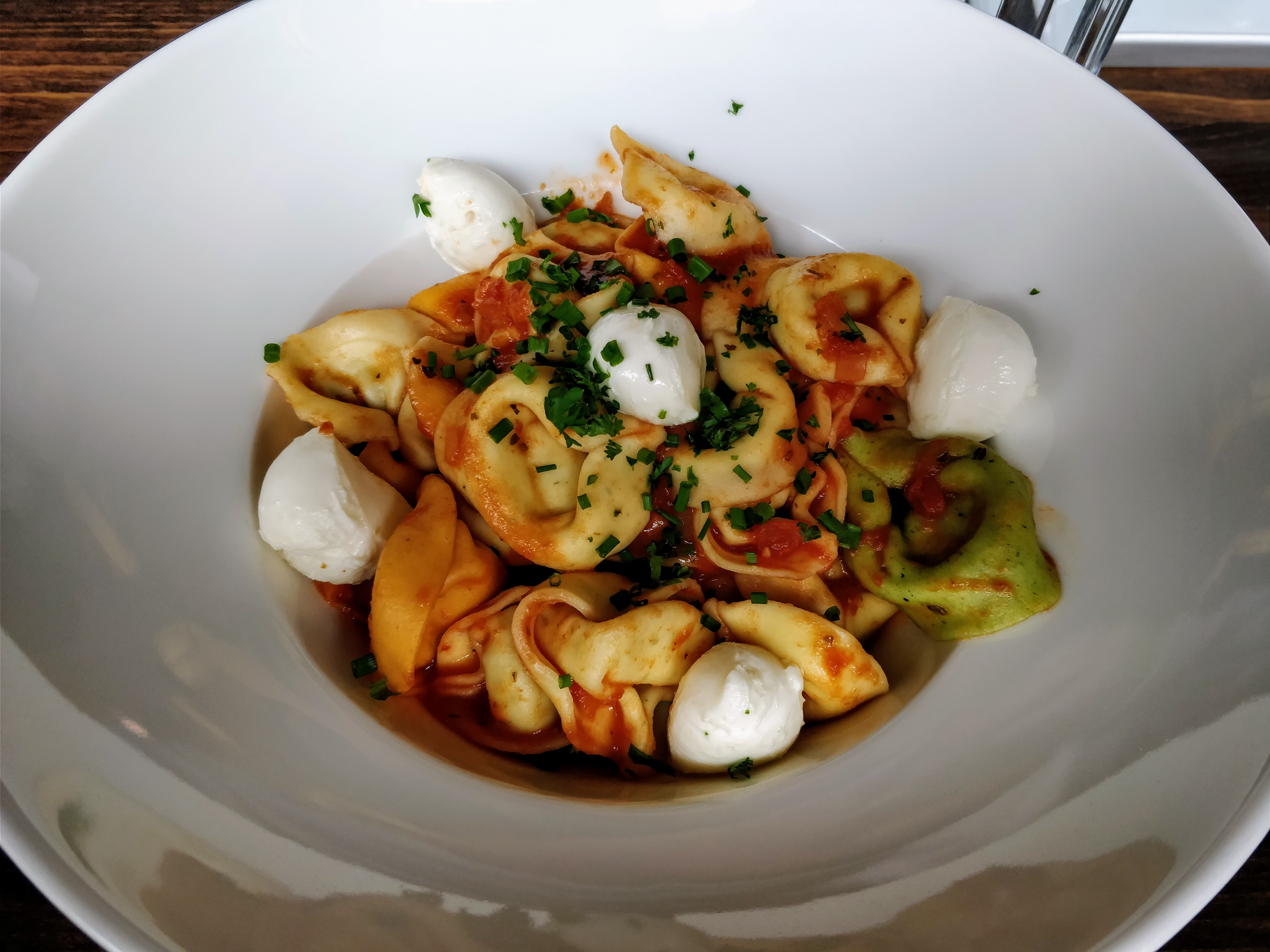 http://foodloader.net/nico_2017-10-06_tortellini-mit-tomaten-mozarella-sauce.jpg