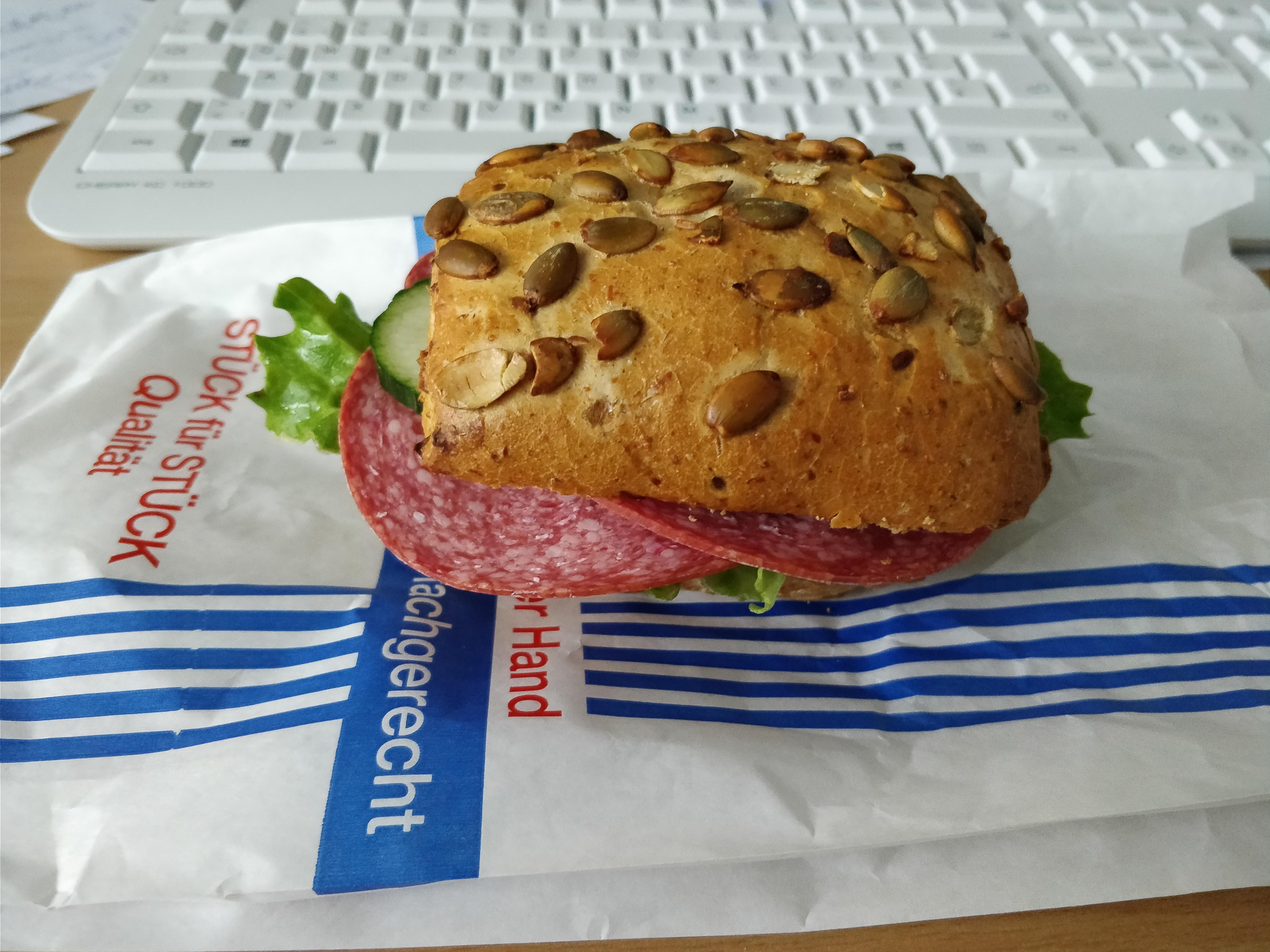 http://foodloader.net/nico_2017-10-09_belegtes-broetchen.jpg