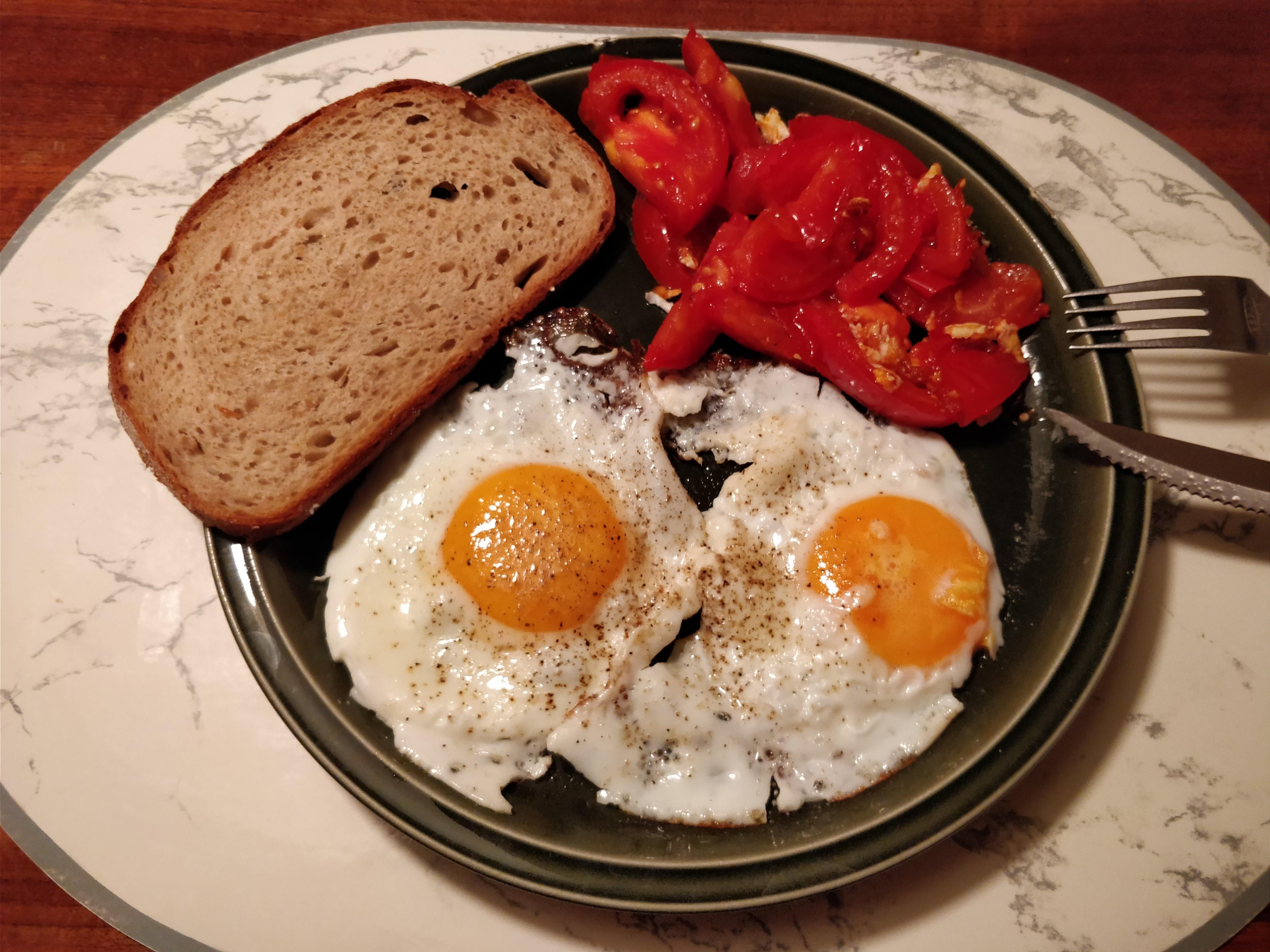http://foodloader.net/nico_2017-10-09_spiegeleier-und-tomate.jpg
