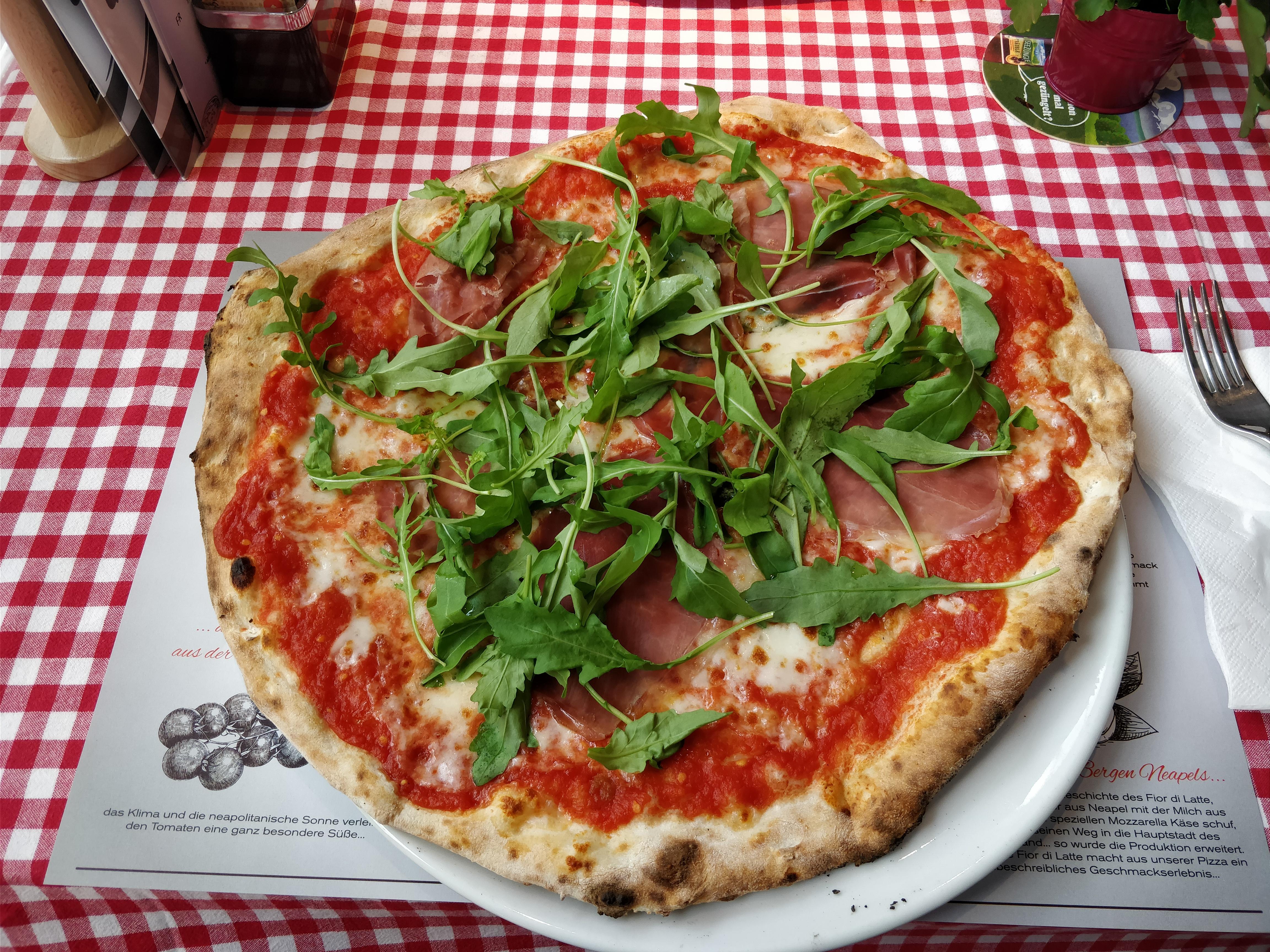 http://foodloader.net/nico_2017-10-11_pizza-parma-schinken-roucola.jpg
