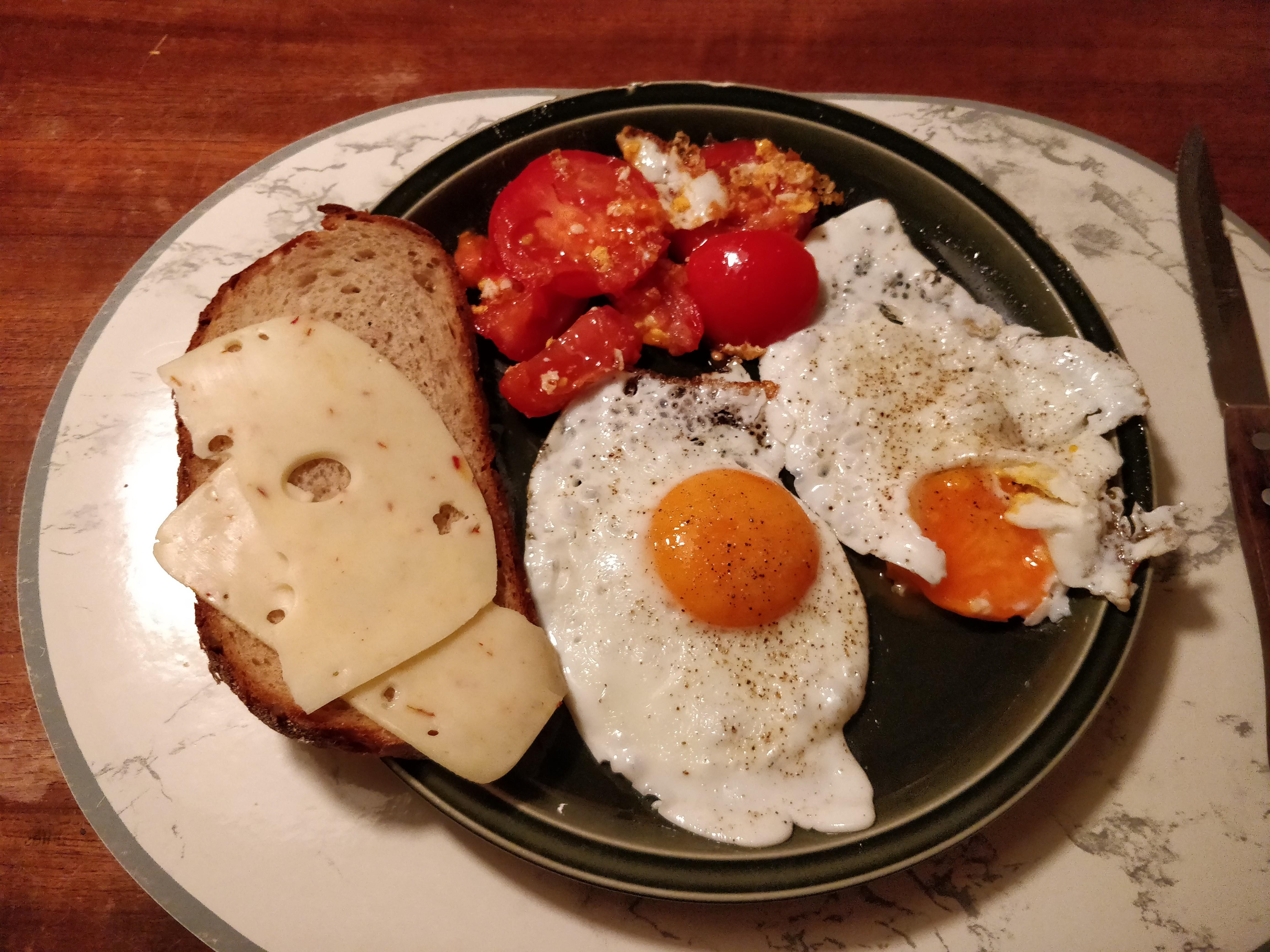 https://foodloader.net/nico_2017-10-20_spiegeleier.jpg