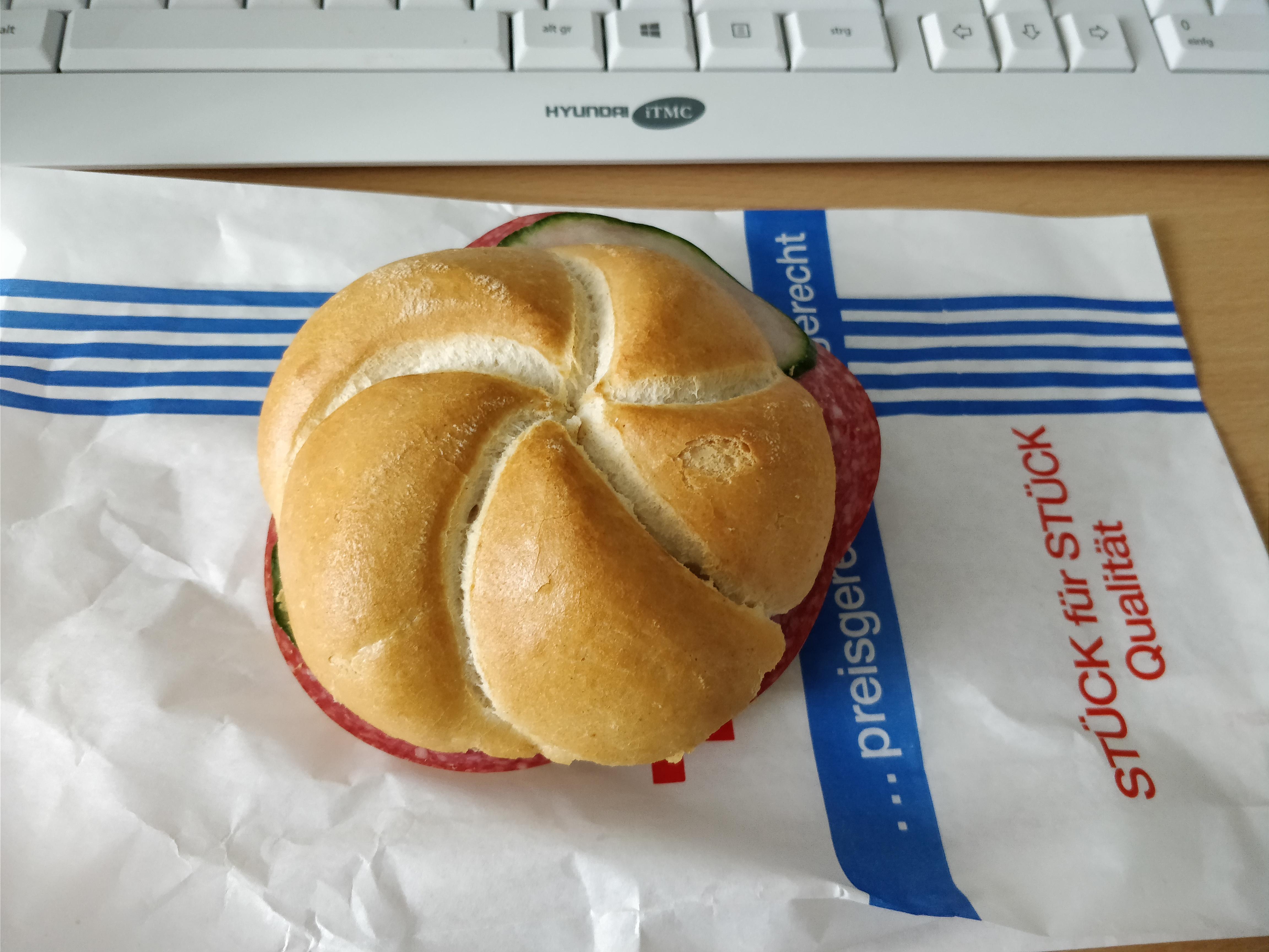 http://foodloader.net/nico_2017-10-24_belegtes-broetchen.jpg