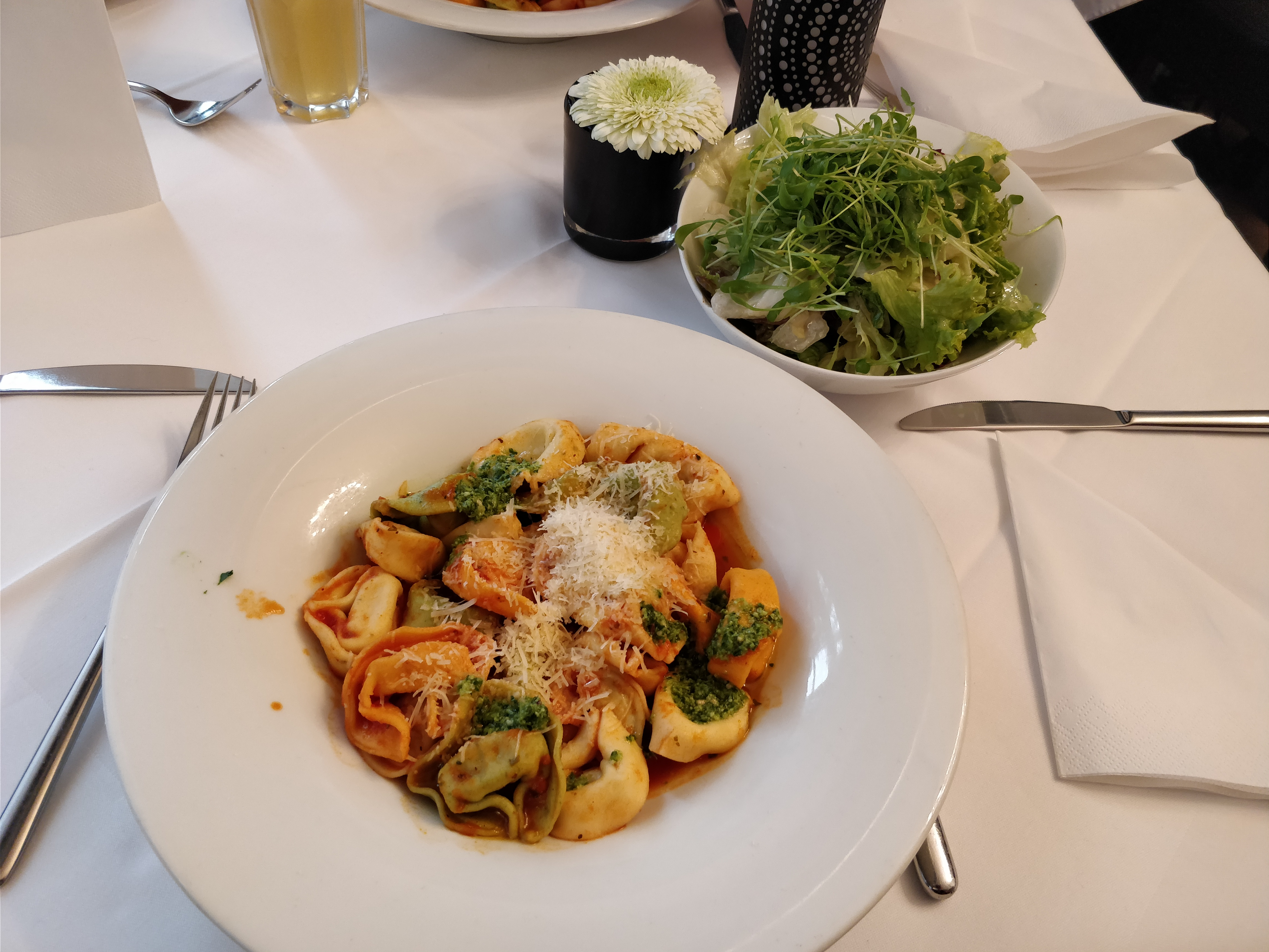 http://foodloader.net/nico_2017-10-24_tortellini-und-salat.jpg