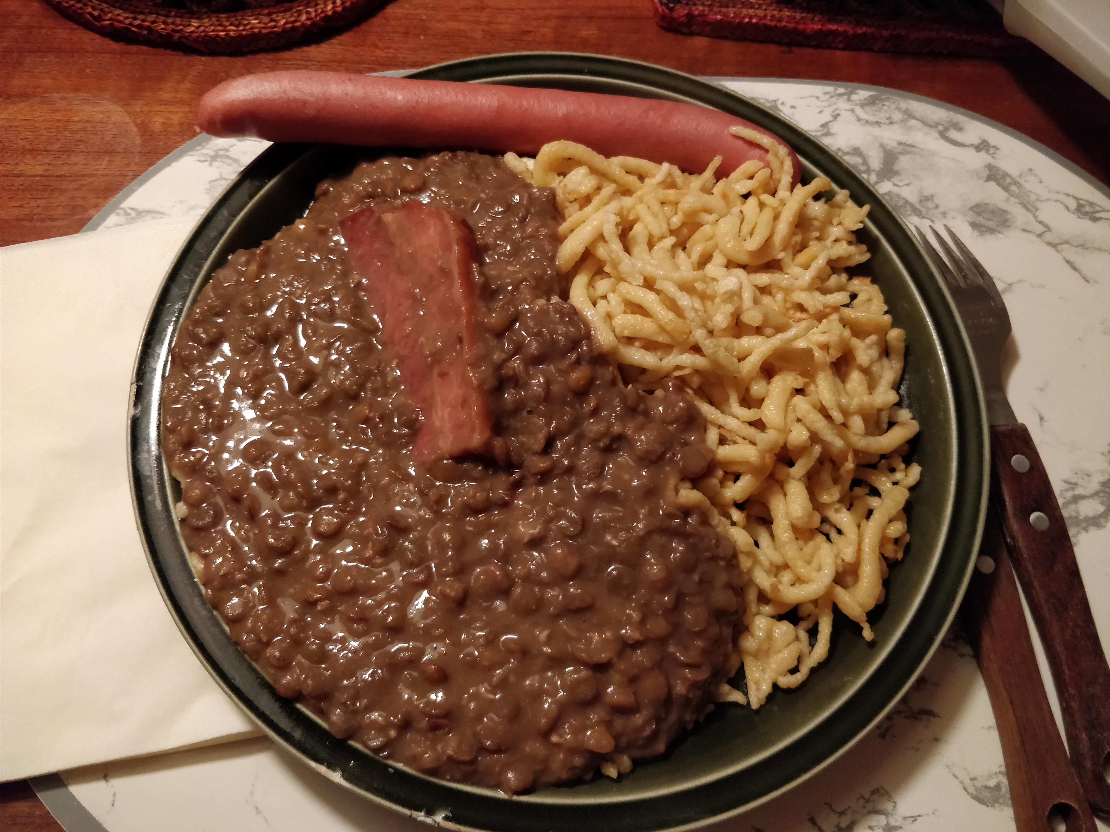 http://foodloader.net/nico_2017-10-25_linsen-und-spaetzle-mit-saitenwurst-und-schweinebauch.jpg