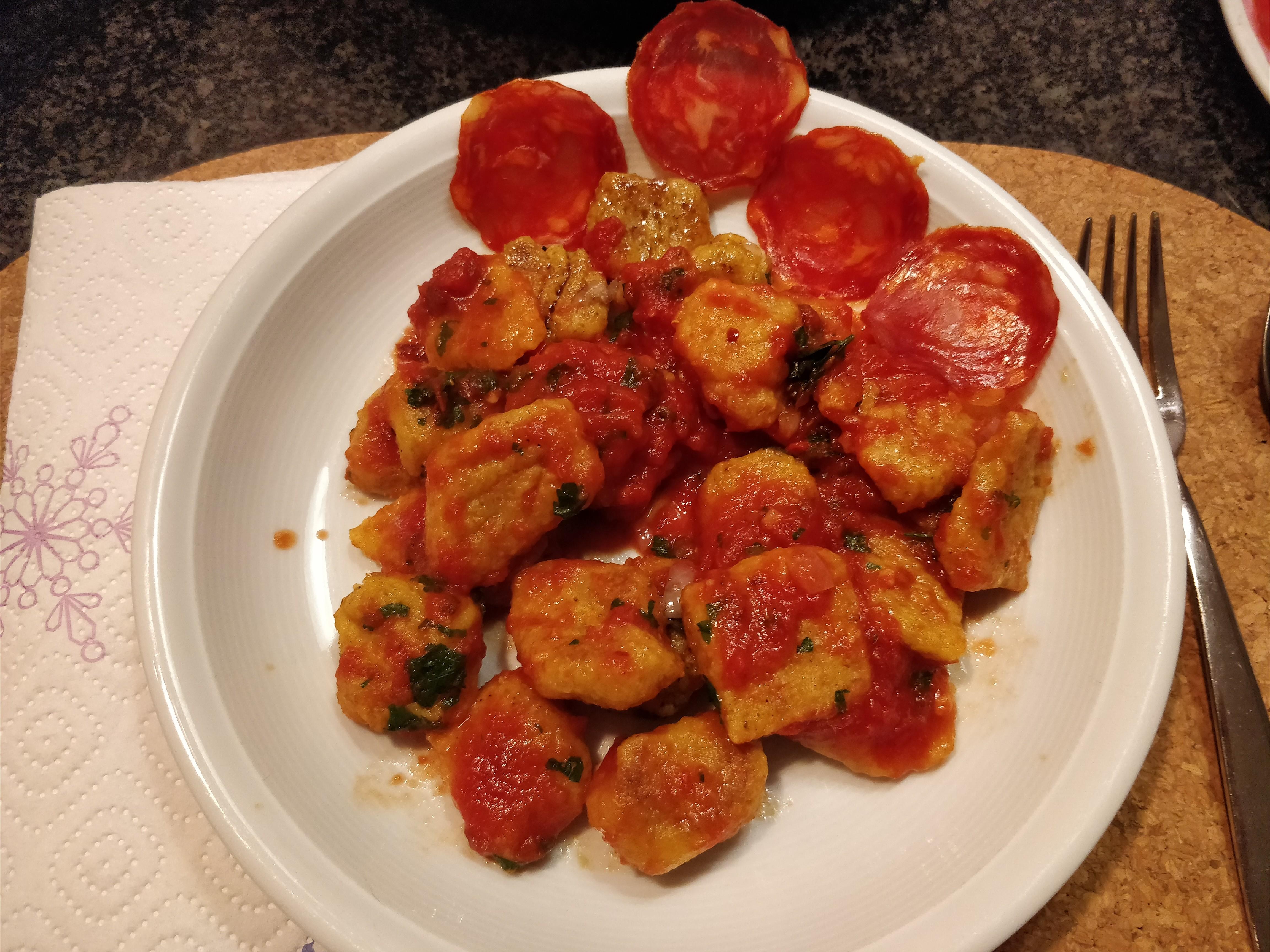 http://foodloader.net/nico_2017-11-05_sowas-wie-gnocchi-mit-tomaten-sauce.jpg