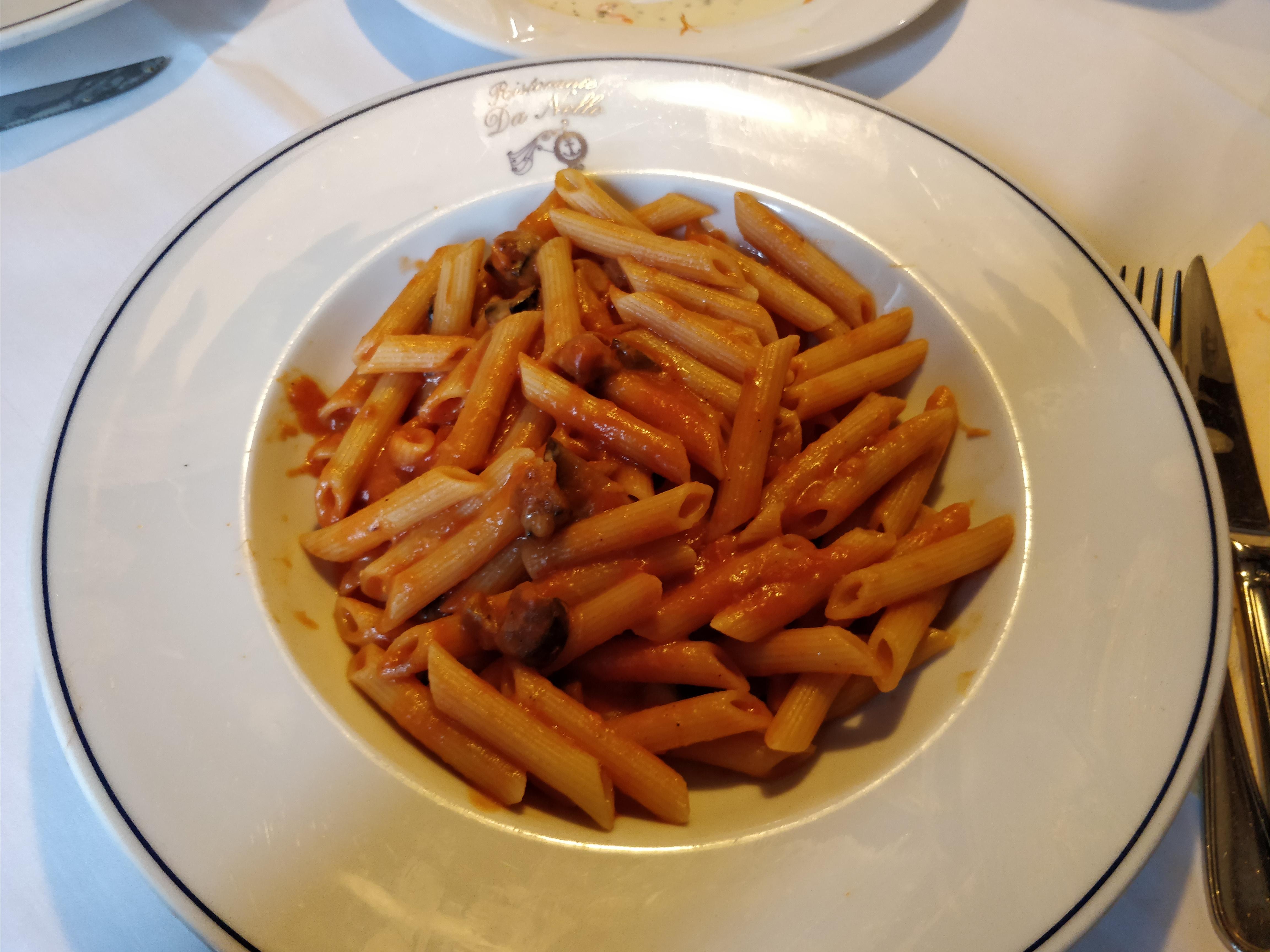 https://foodloader.net/nico_2017-11-06_penne-mit-gemuese-tomaten-sauce.jpg