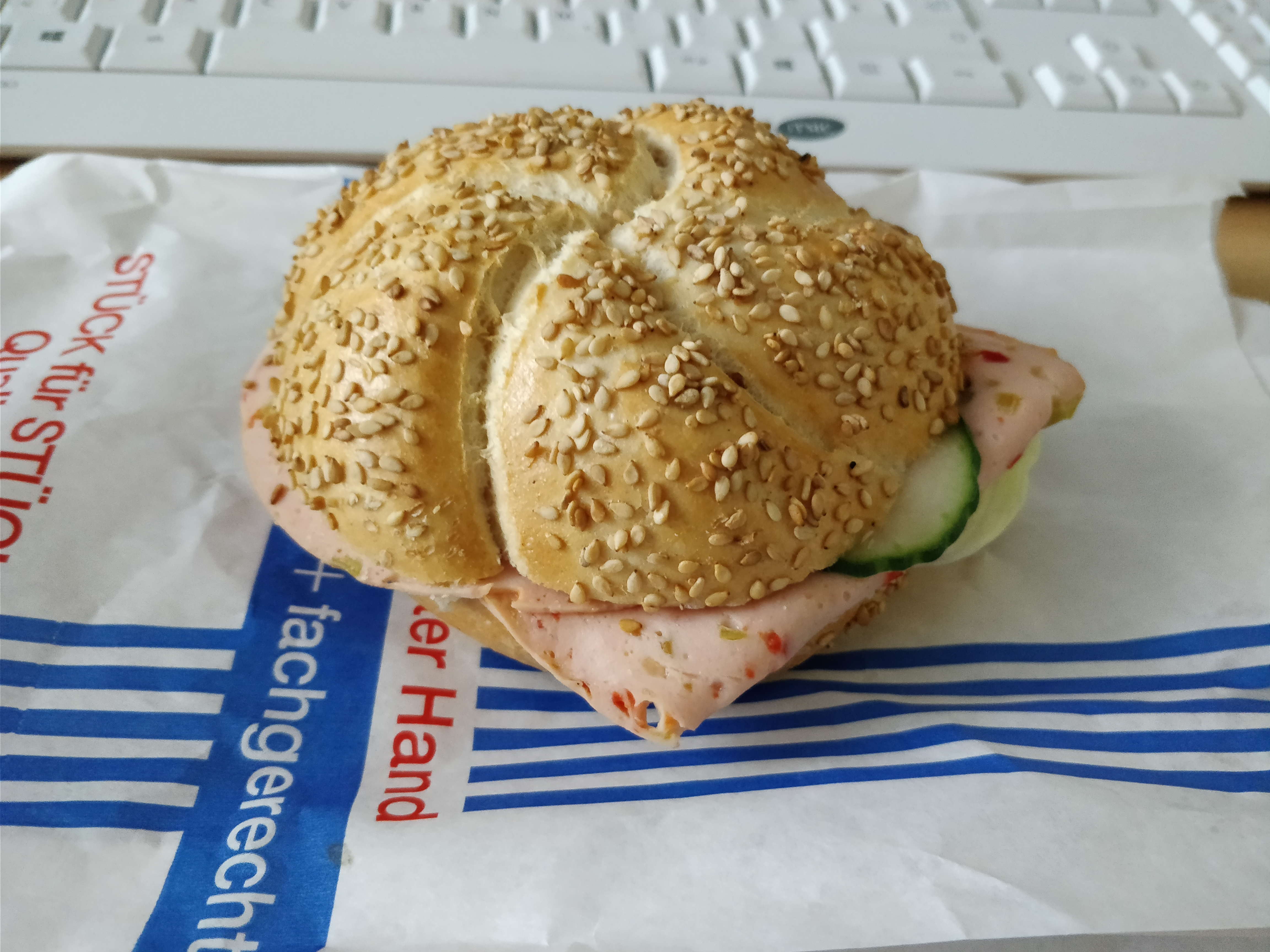 http://foodloader.net/nico_2017-11-08_belegtes-broetchen.jpg