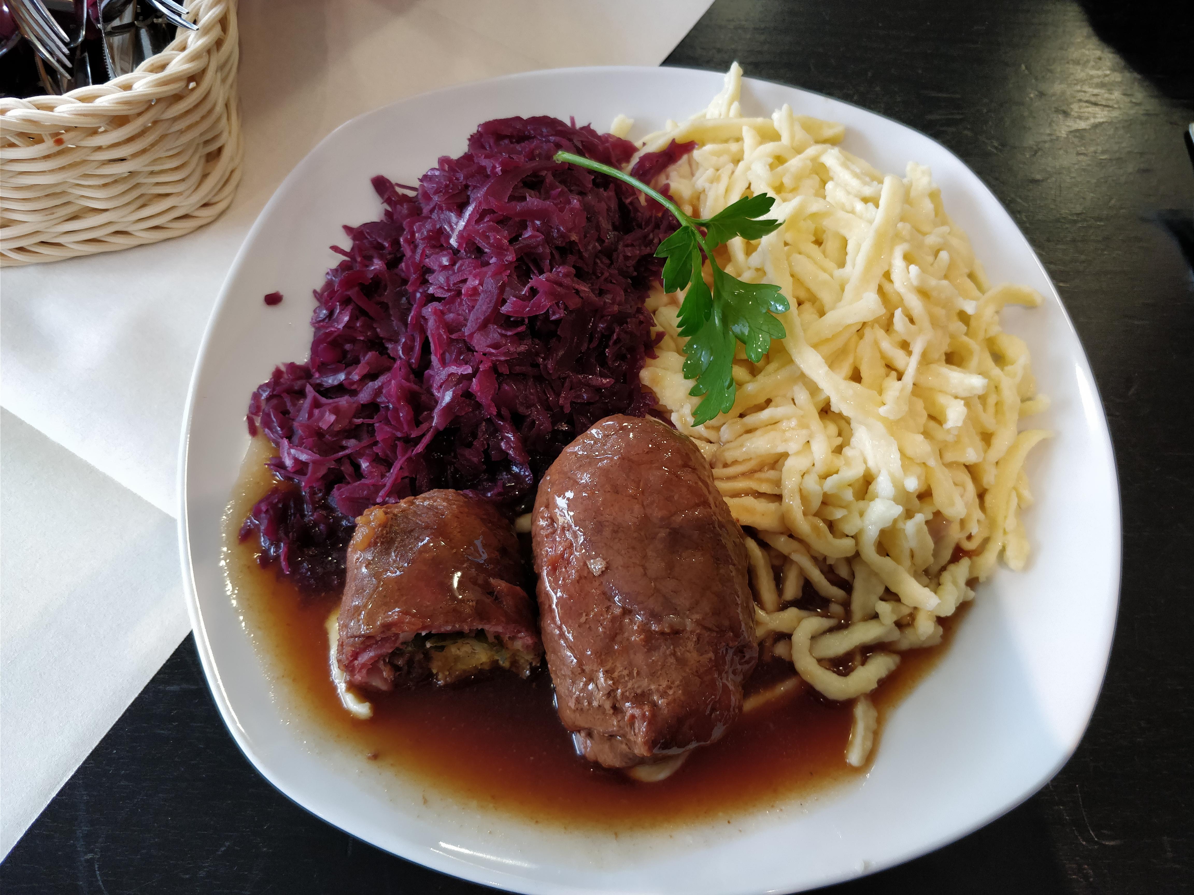 https://foodloader.net/nico_2017-11-14_rouladen-rotkraut-spaetzle.jpg