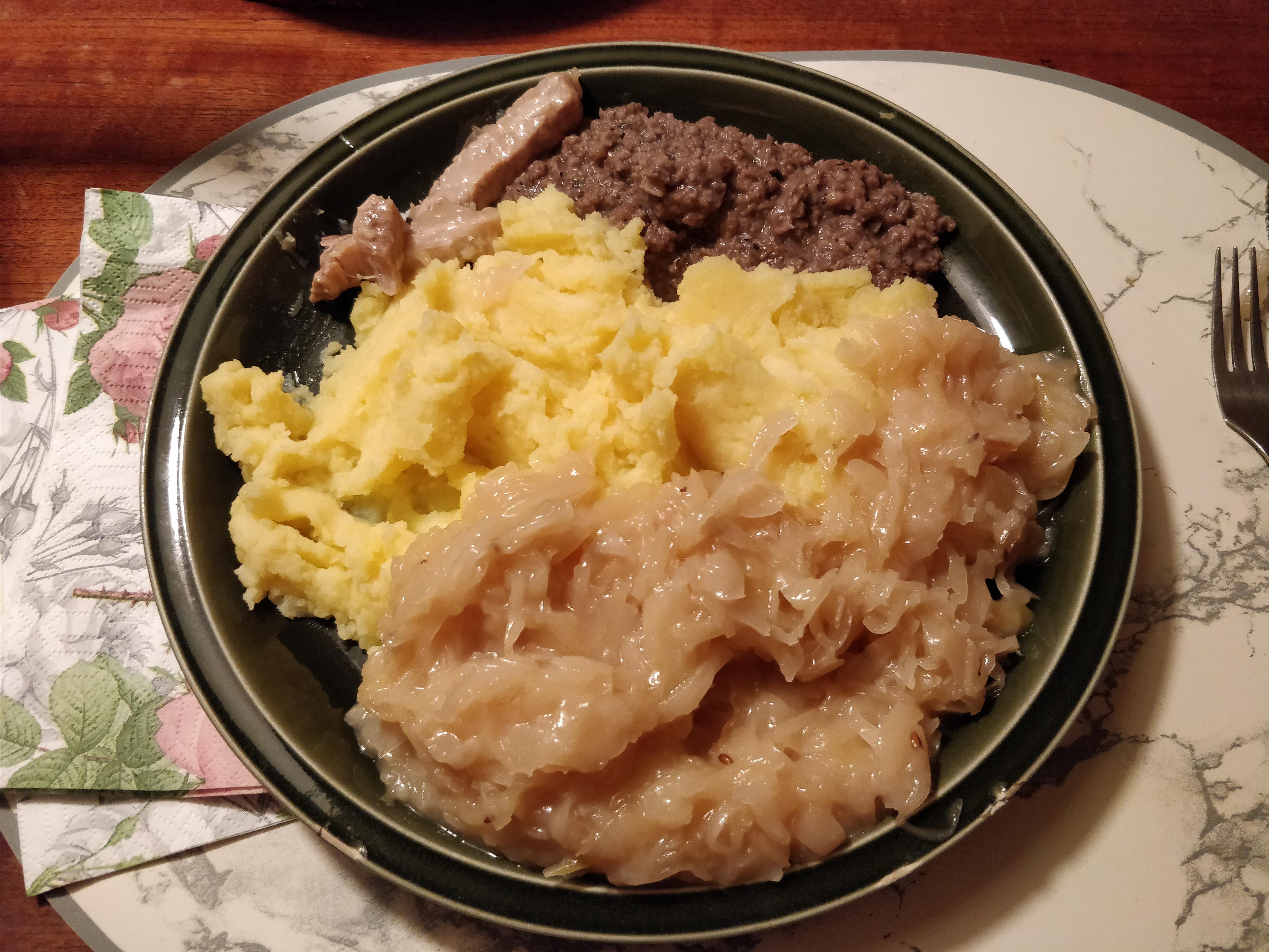 http://foodloader.net/nico_2017-11-15_leberwurst-sauerkraut-kartoffelbrei.jpg