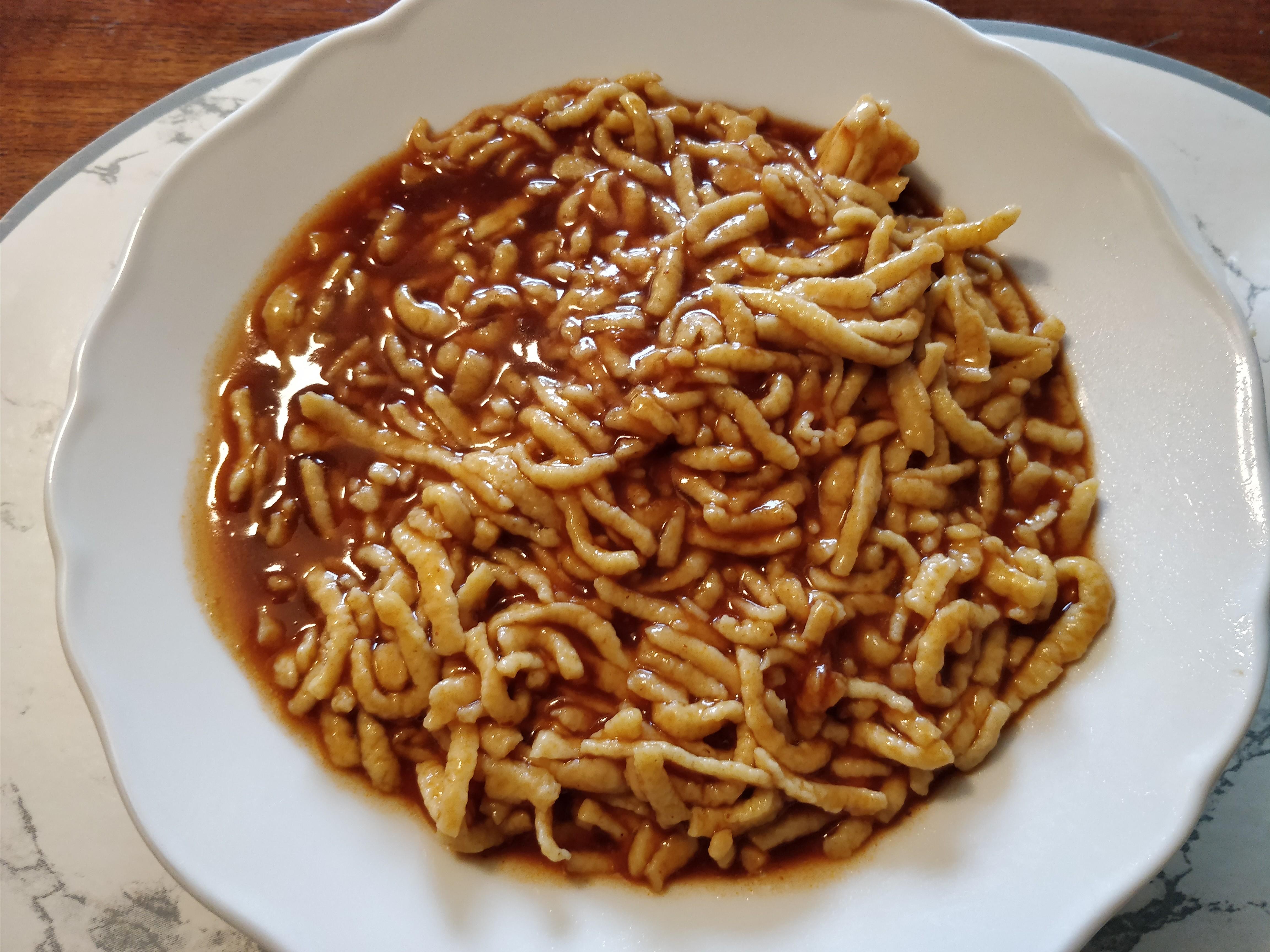 https://foodloader.net/nico_2017-11-17_spaetzle-mit-sauce.jpg
