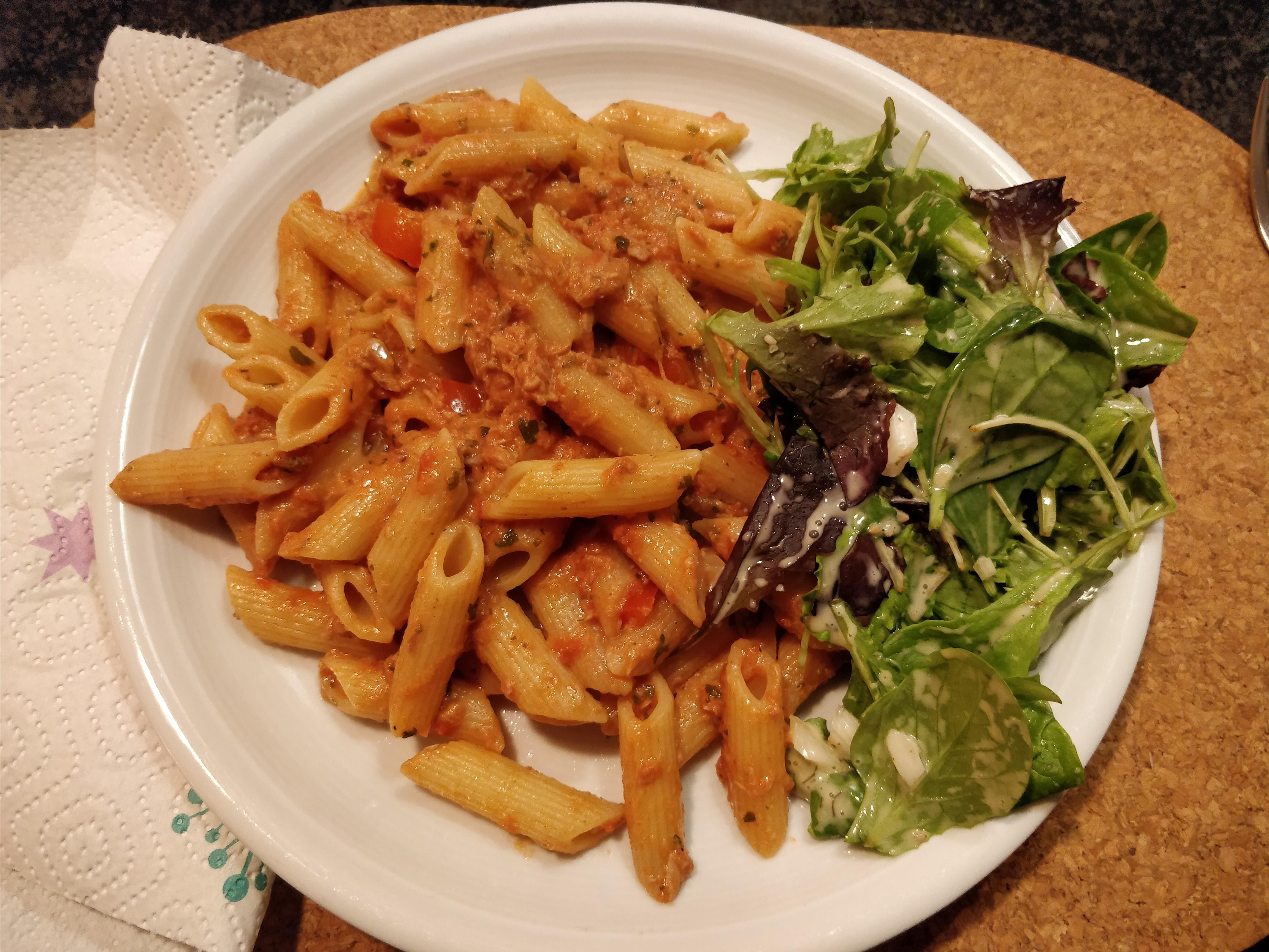 http://foodloader.net/nico_2017-12-02_penne-mit-thunfisch-sauce-und-salat.jpg