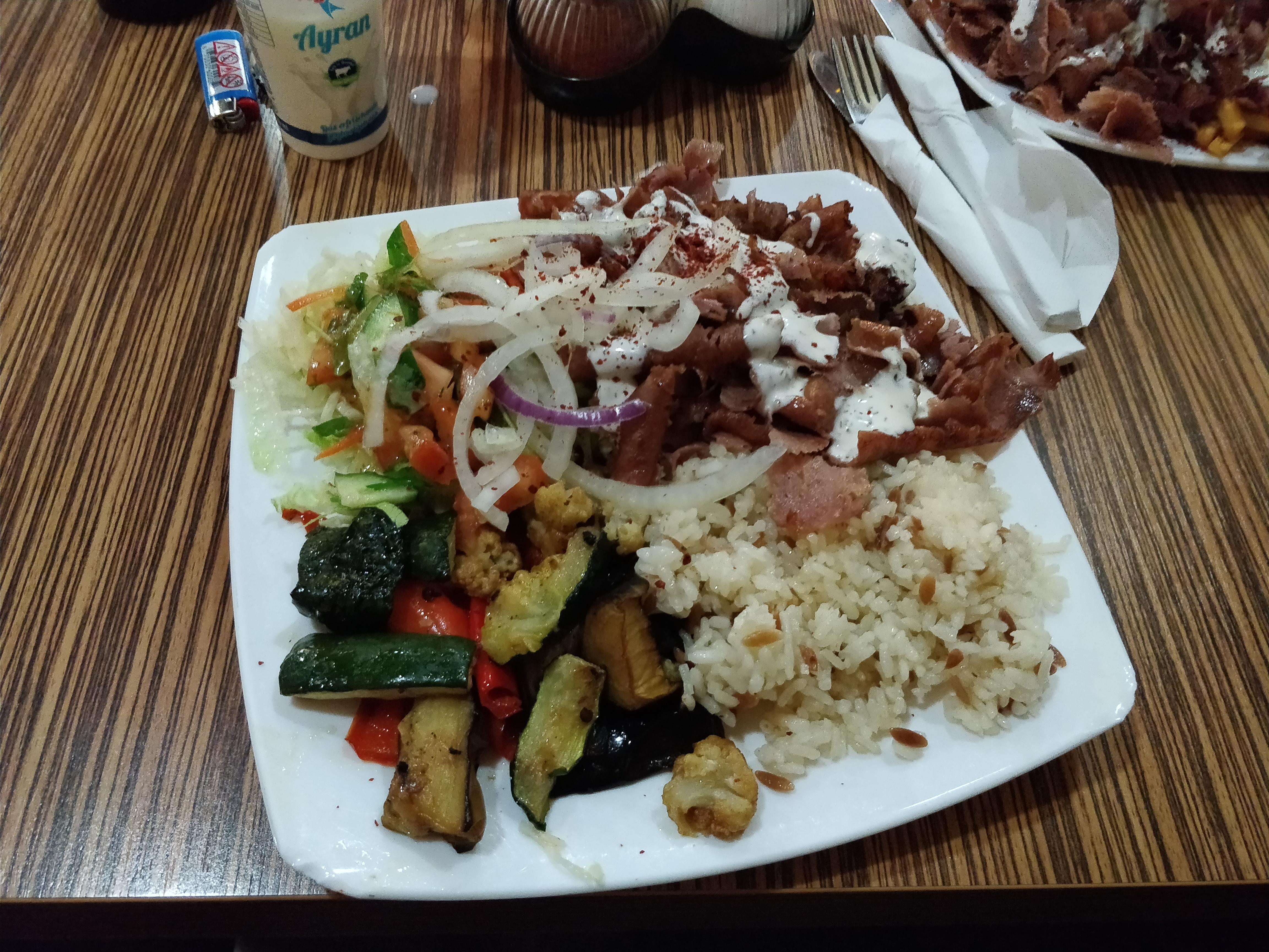 https://foodloader.net/nico_2017-12-08_doenerteller.jpg