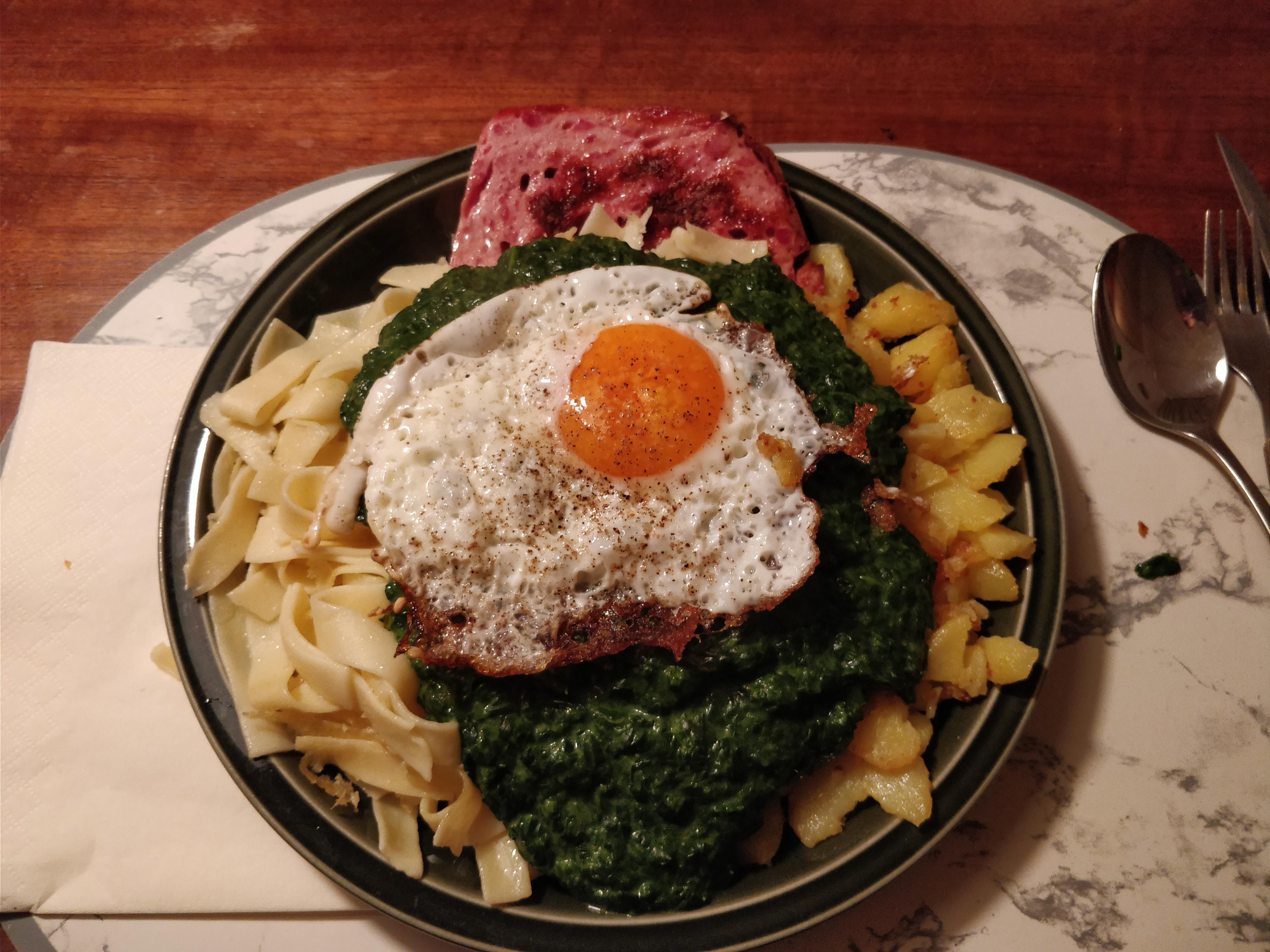 https://foodloader.net/nico_2017-12-13_fleischkaese-spinat-bratkartoffeln-spiegelei.jpg