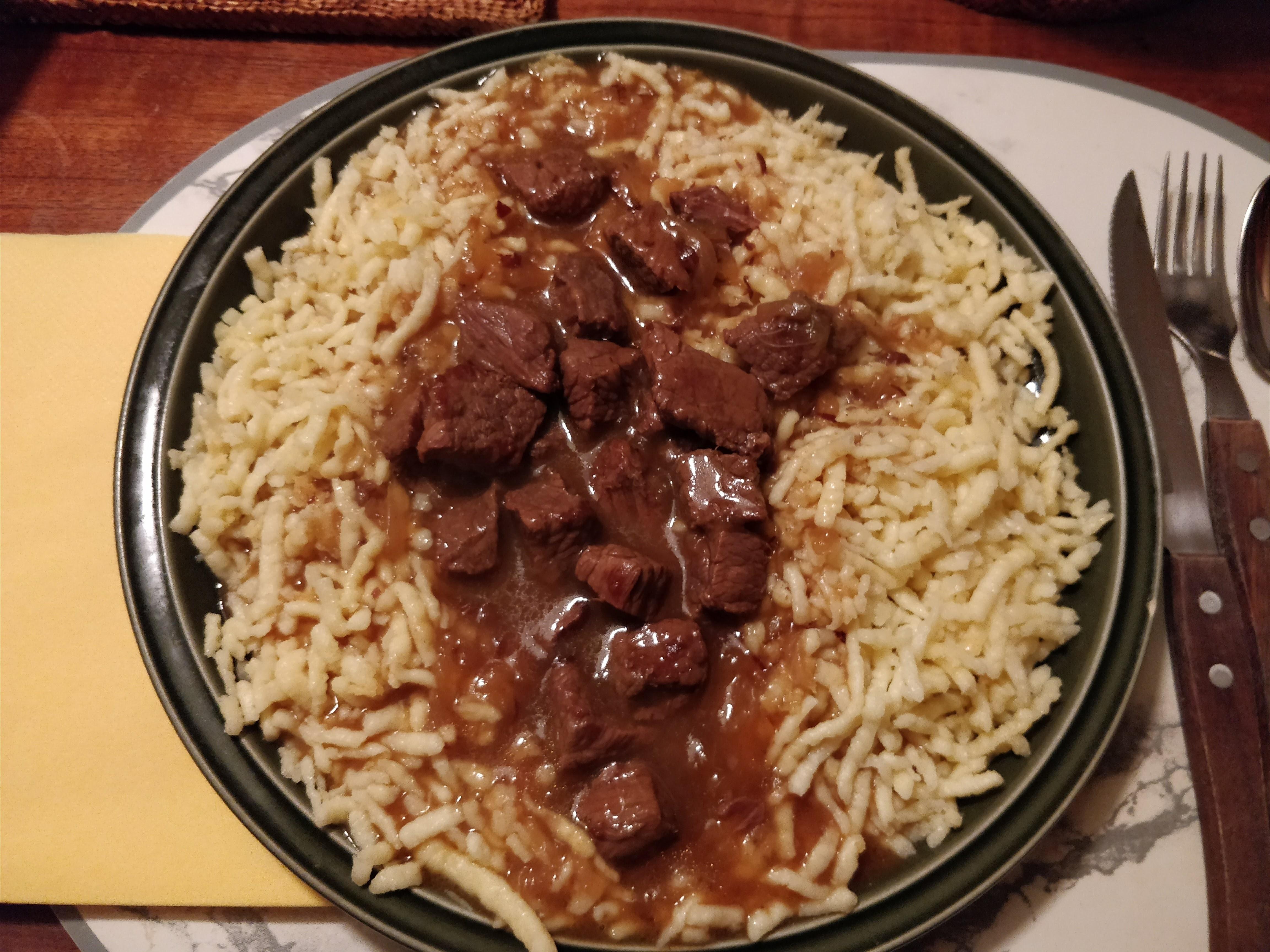 https://foodloader.net/nico_2018-01-10_gulasch-mit-spaetzle.jpg
