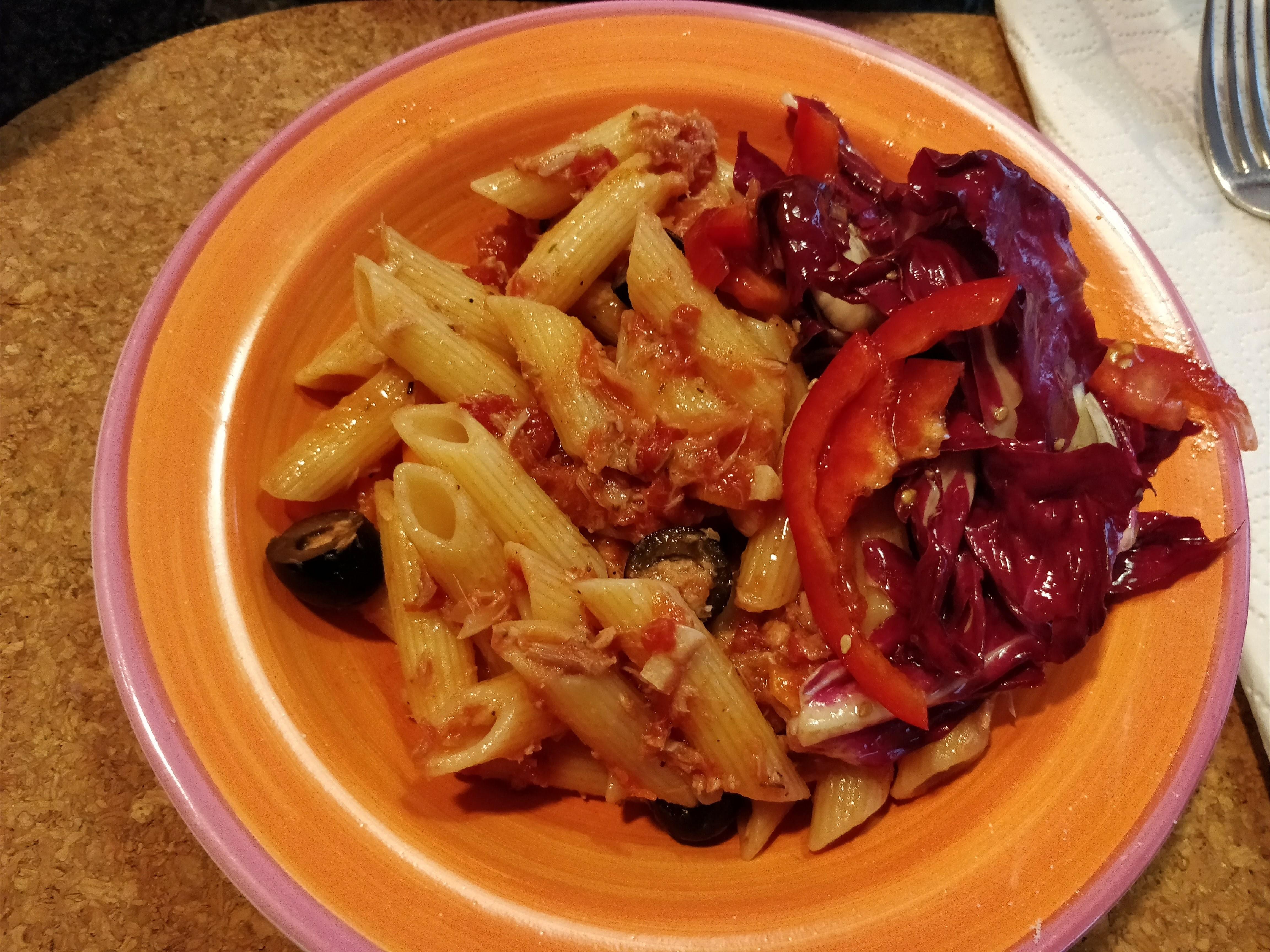 http://foodloader.net/nico_2018-01-13_penne-mit-thunfisch-sauce-und-salat.jpg