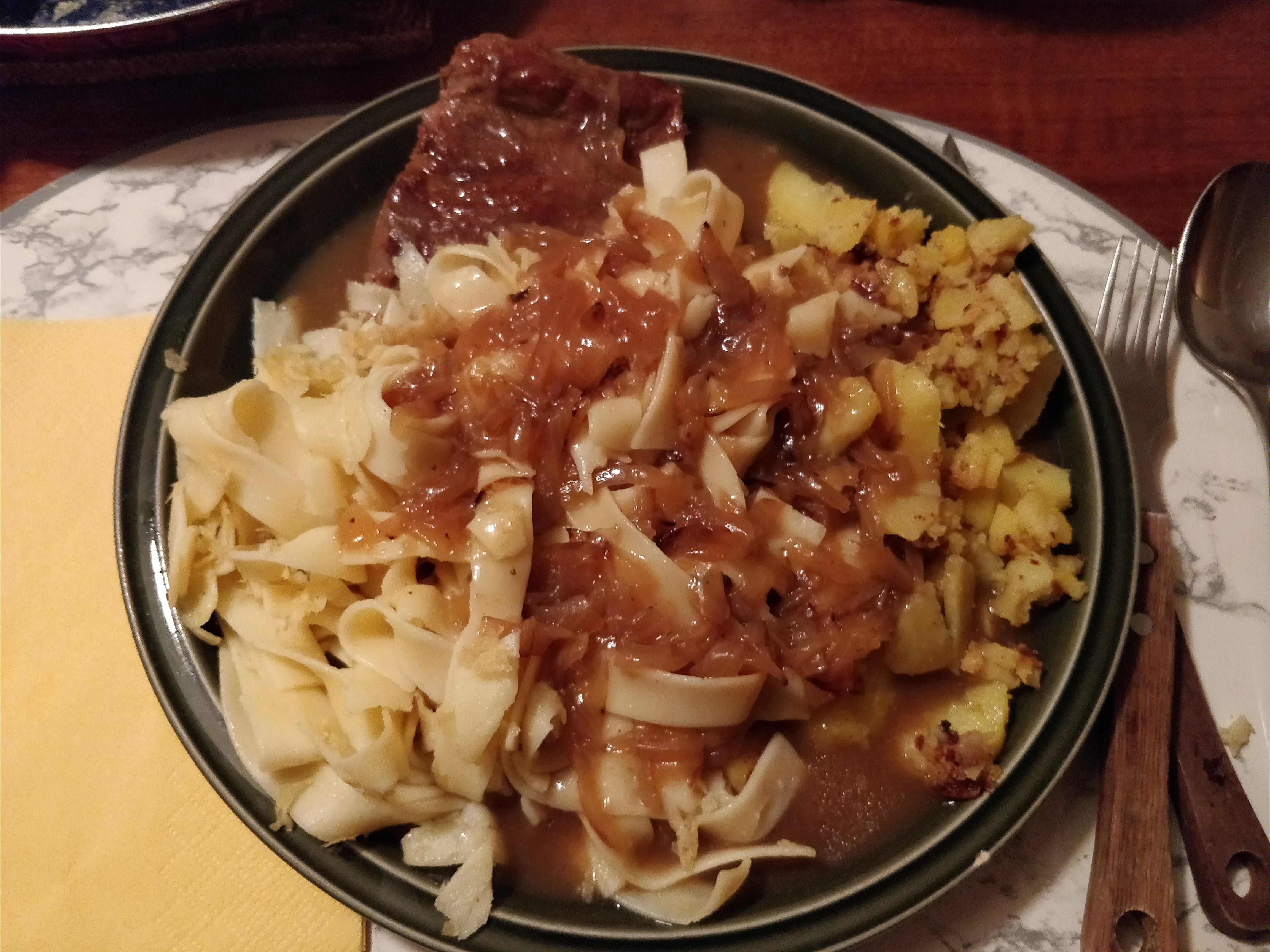 http://foodloader.net/nico_2018-01-17_rostbraten-nudeln-bratkartoffeln.jpg