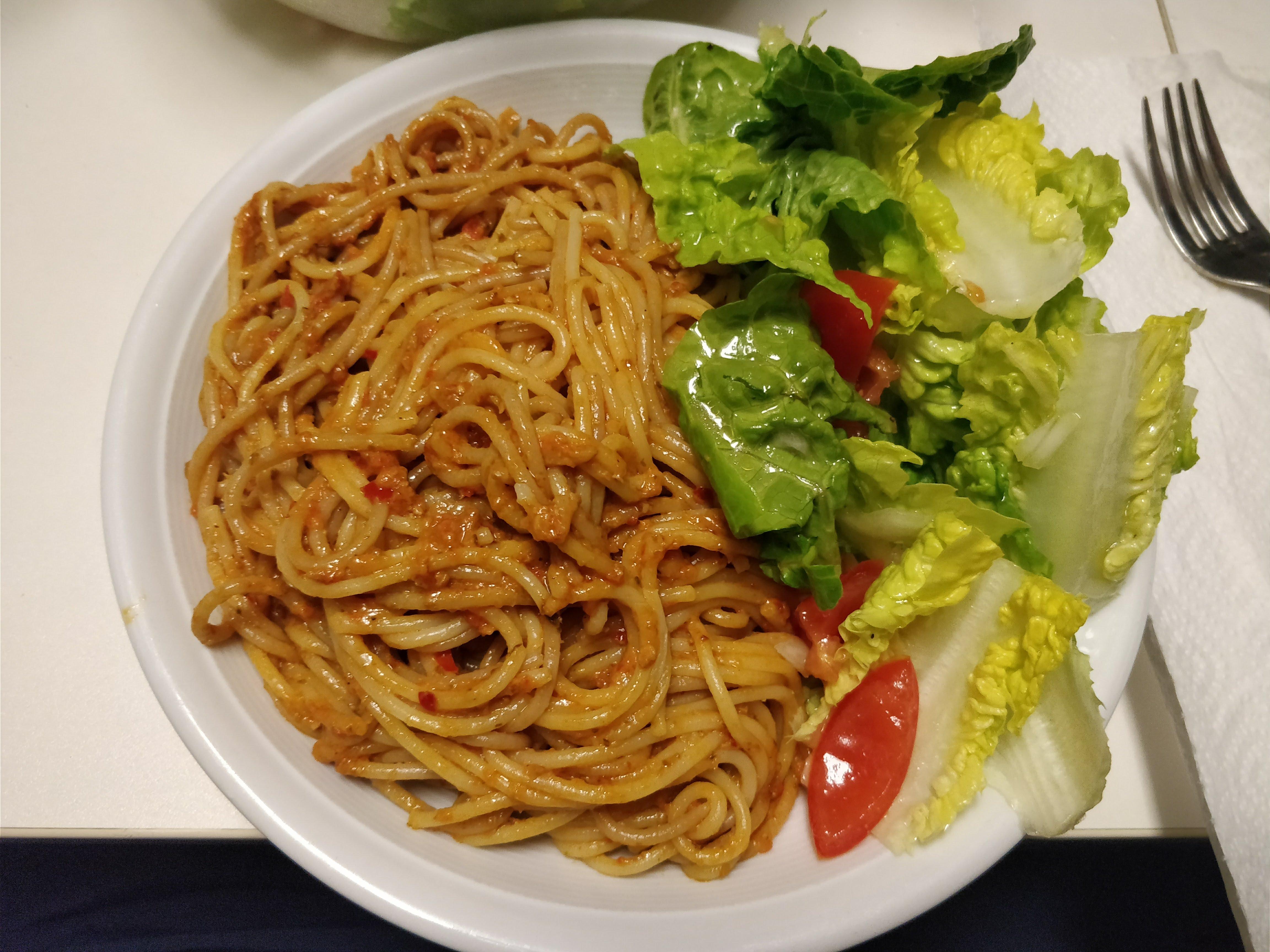 https://foodloader.net/nico_2018-01-27_spaghetti-mit-rotem-pesto.jpg