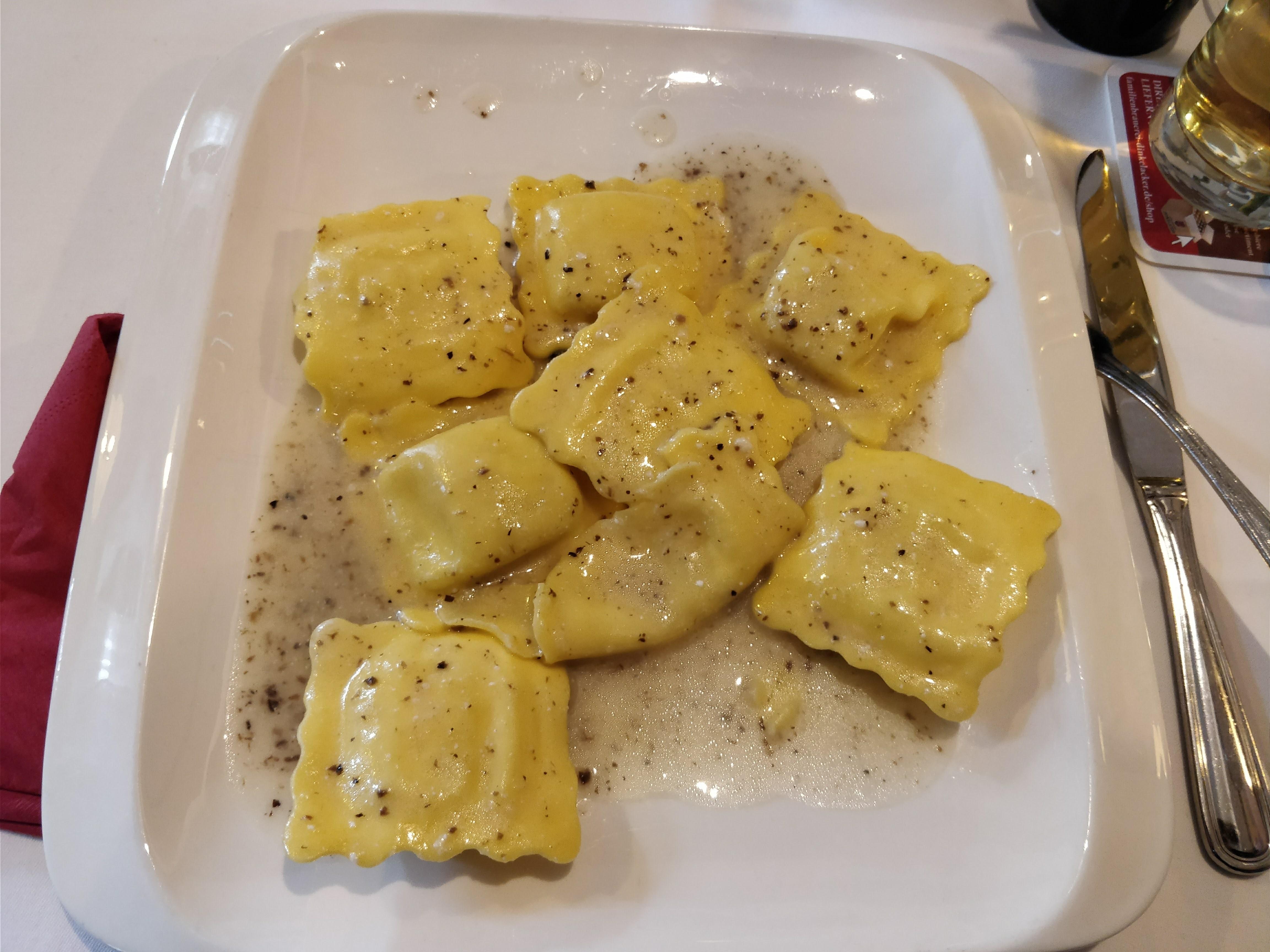 http://foodloader.net/nico_2018-01-29_trueffel-tortellini-in-sahne-sauce.jpg