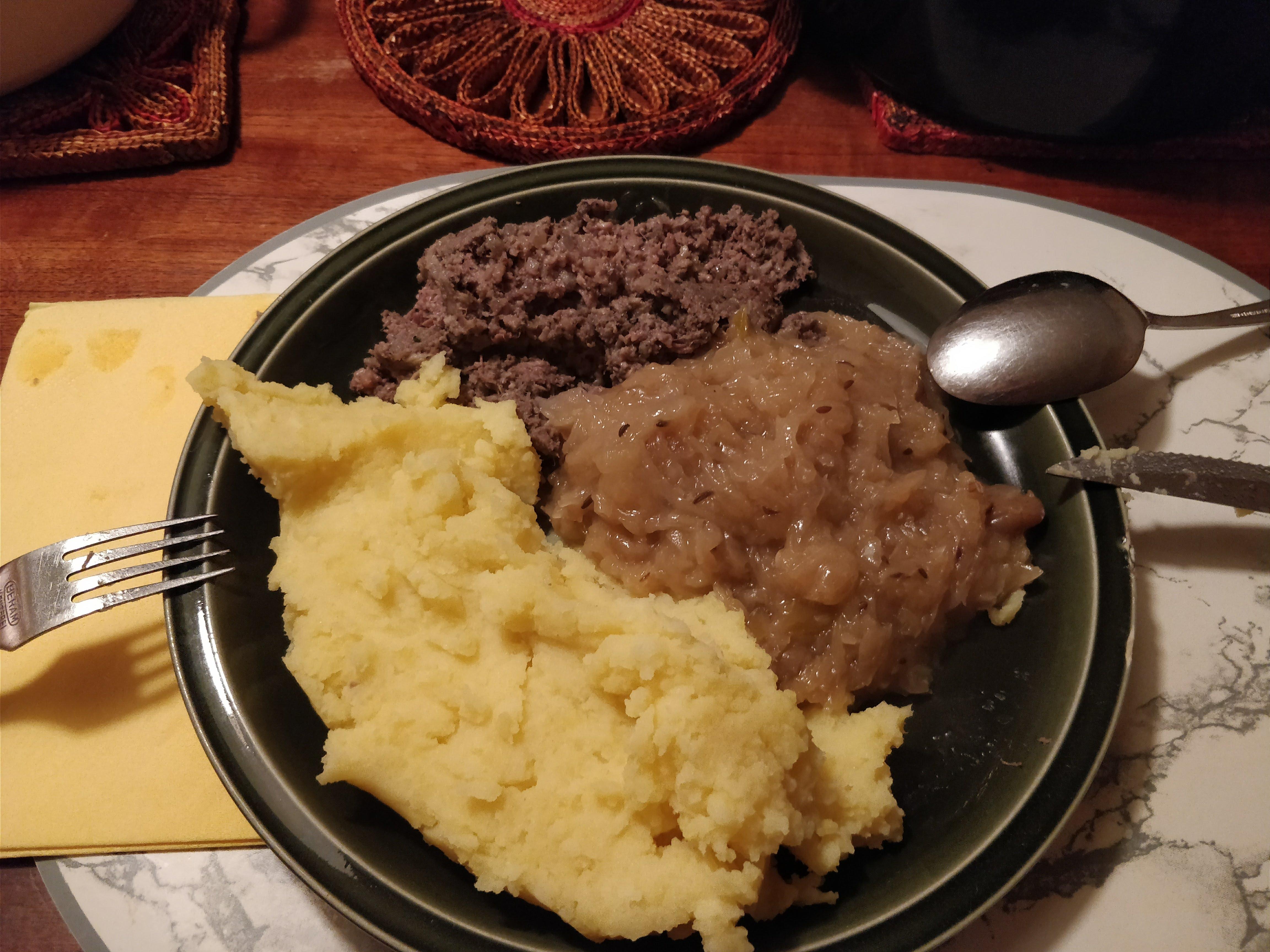 http://foodloader.net/nico_2018-01-31_leberwurst-sauerkraut-kartoffelbrei.jpg
