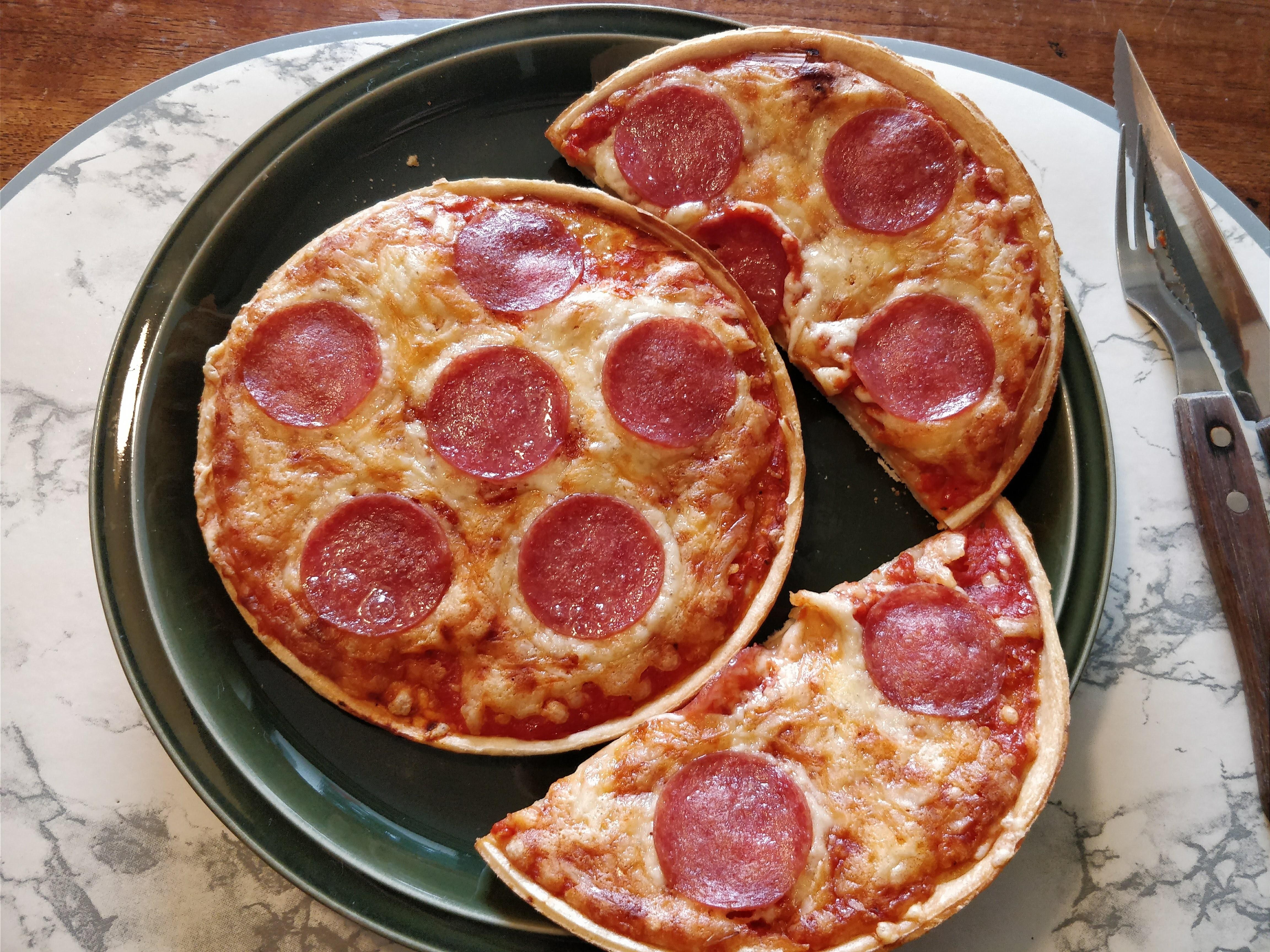 https://foodloader.net/nico_2018-02-09_zwei-mini-salami-pizzen.jpg