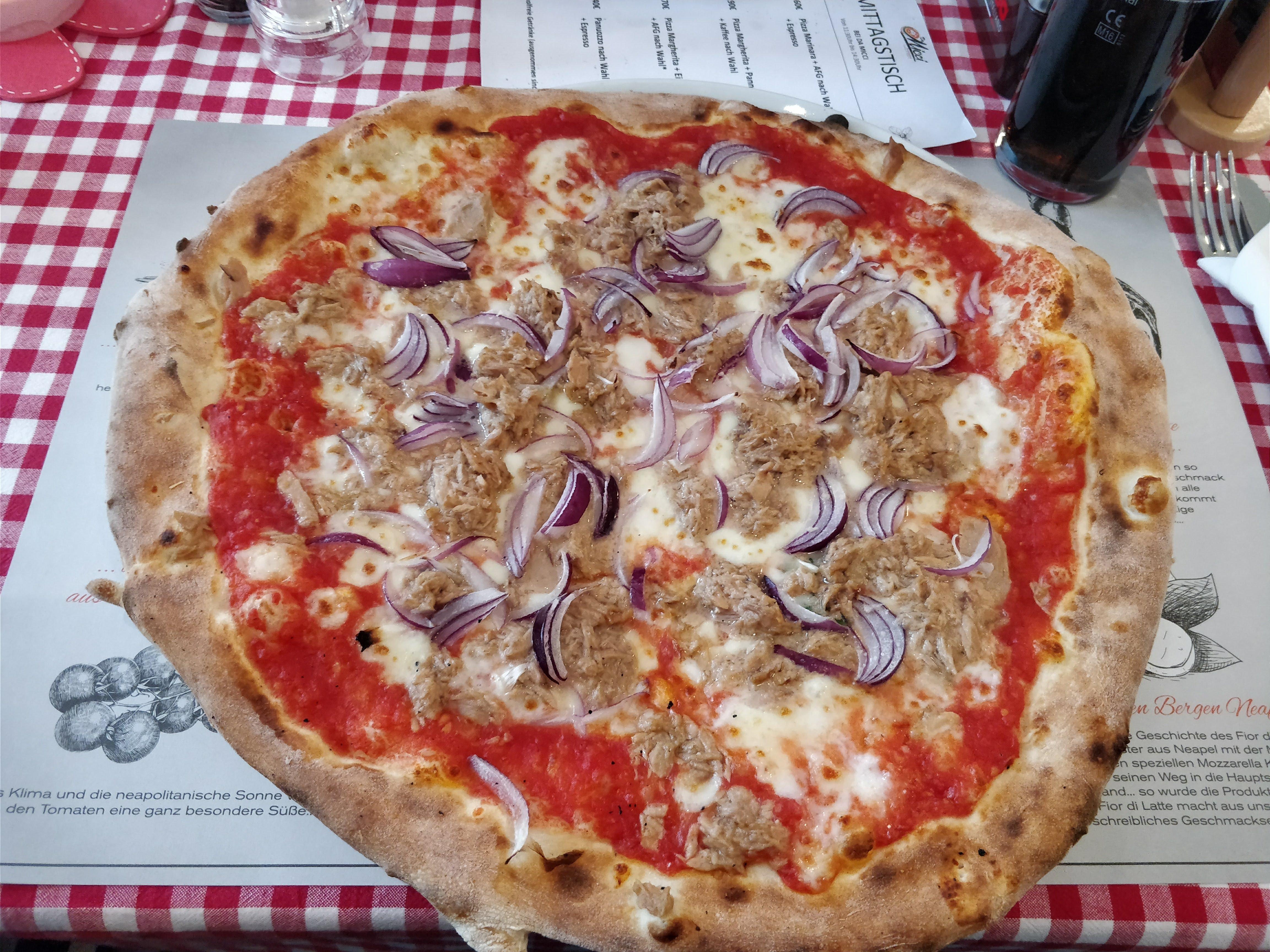 https://foodloader.net/nico_2018-02-15_pizza-thunfisch-zwiebeln.jpg