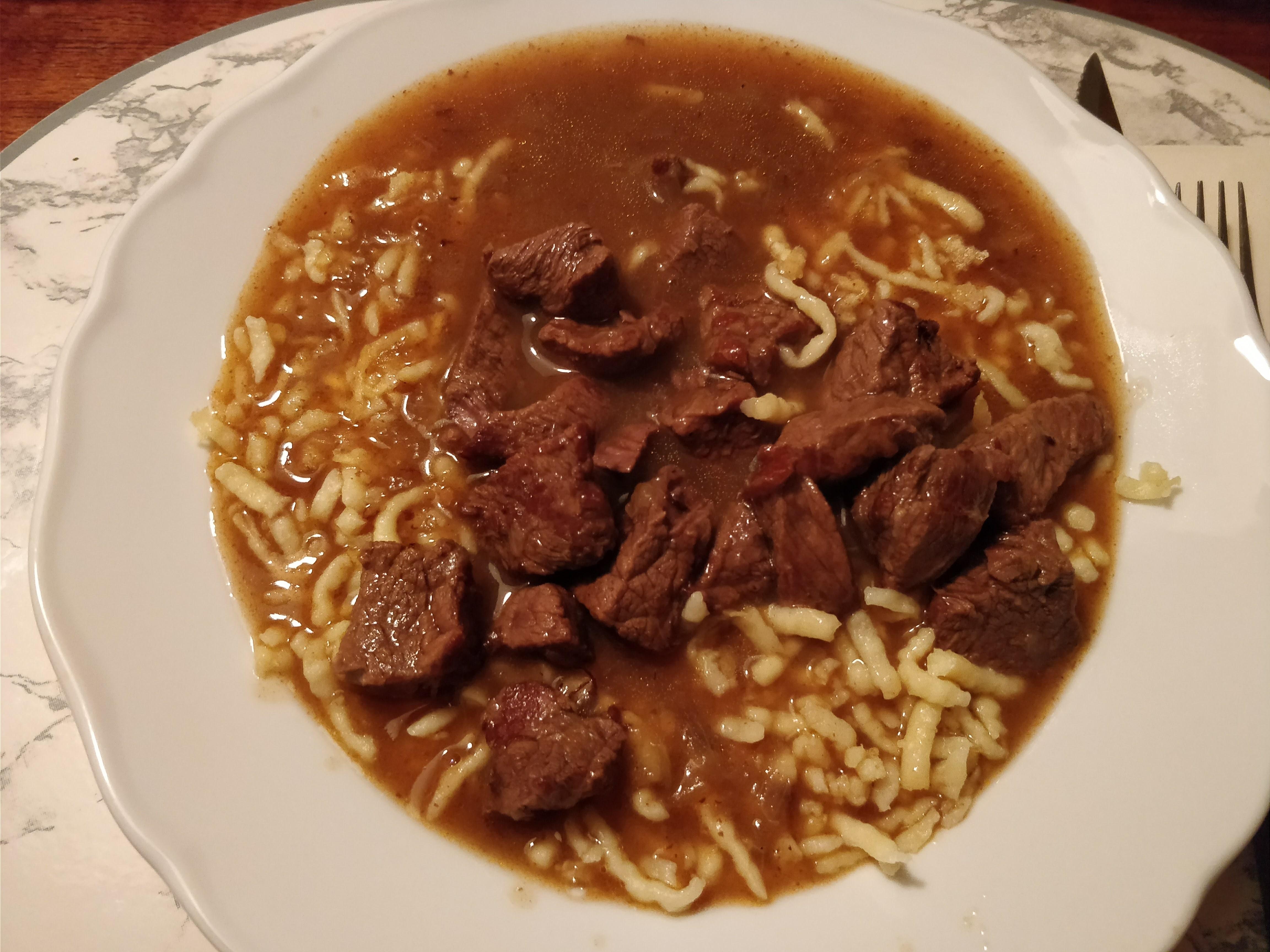 http://foodloader.net/nico_2018-02-21_gulasch-mit-spaetzle.jpg