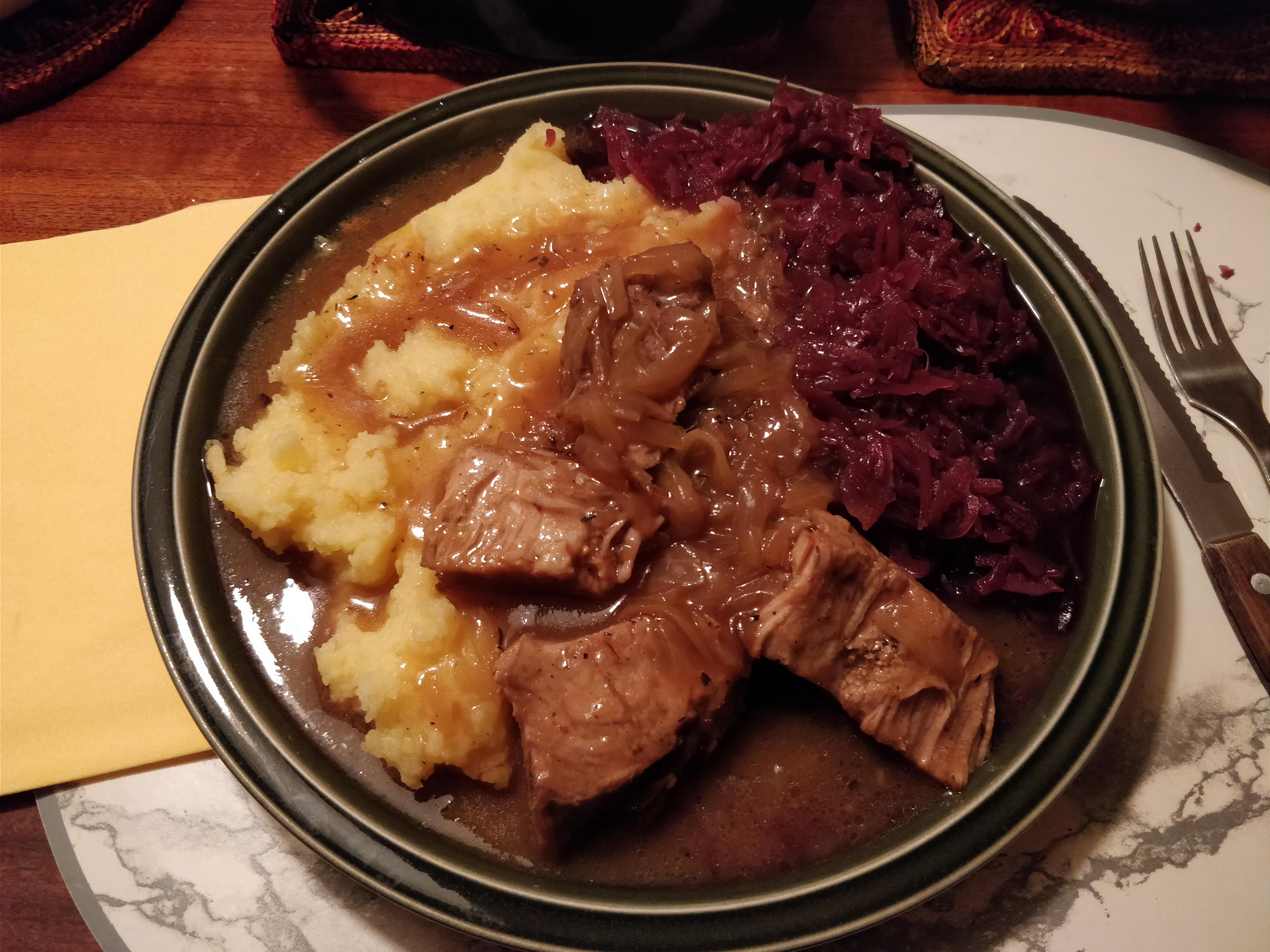 http://foodloader.net/nico_2018-03-14_schweinebraten-rotkraut-nudeln.jpg