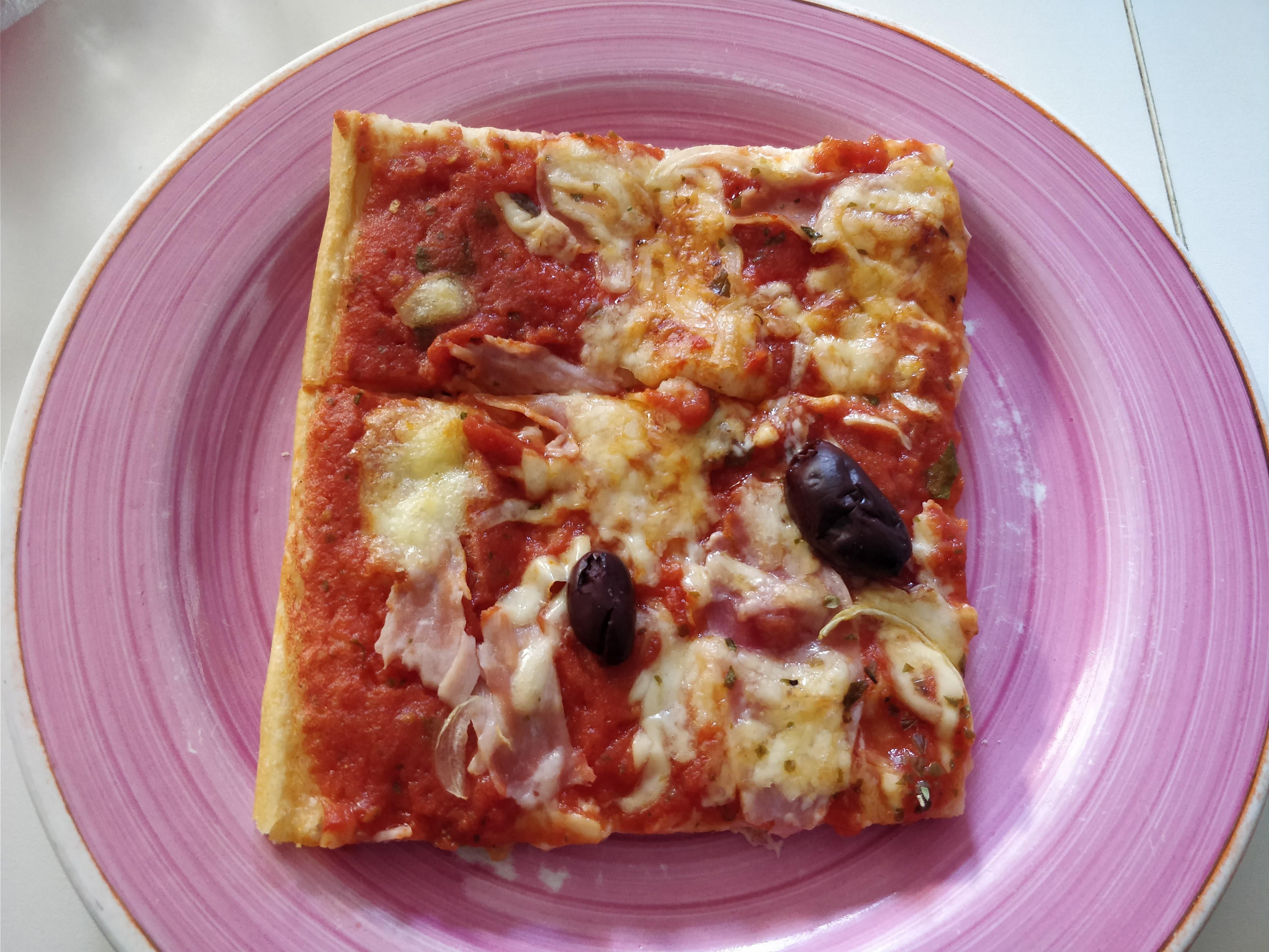 http://foodloader.net/nico_2018-03-31_selbstgemachte-pizza.jpg