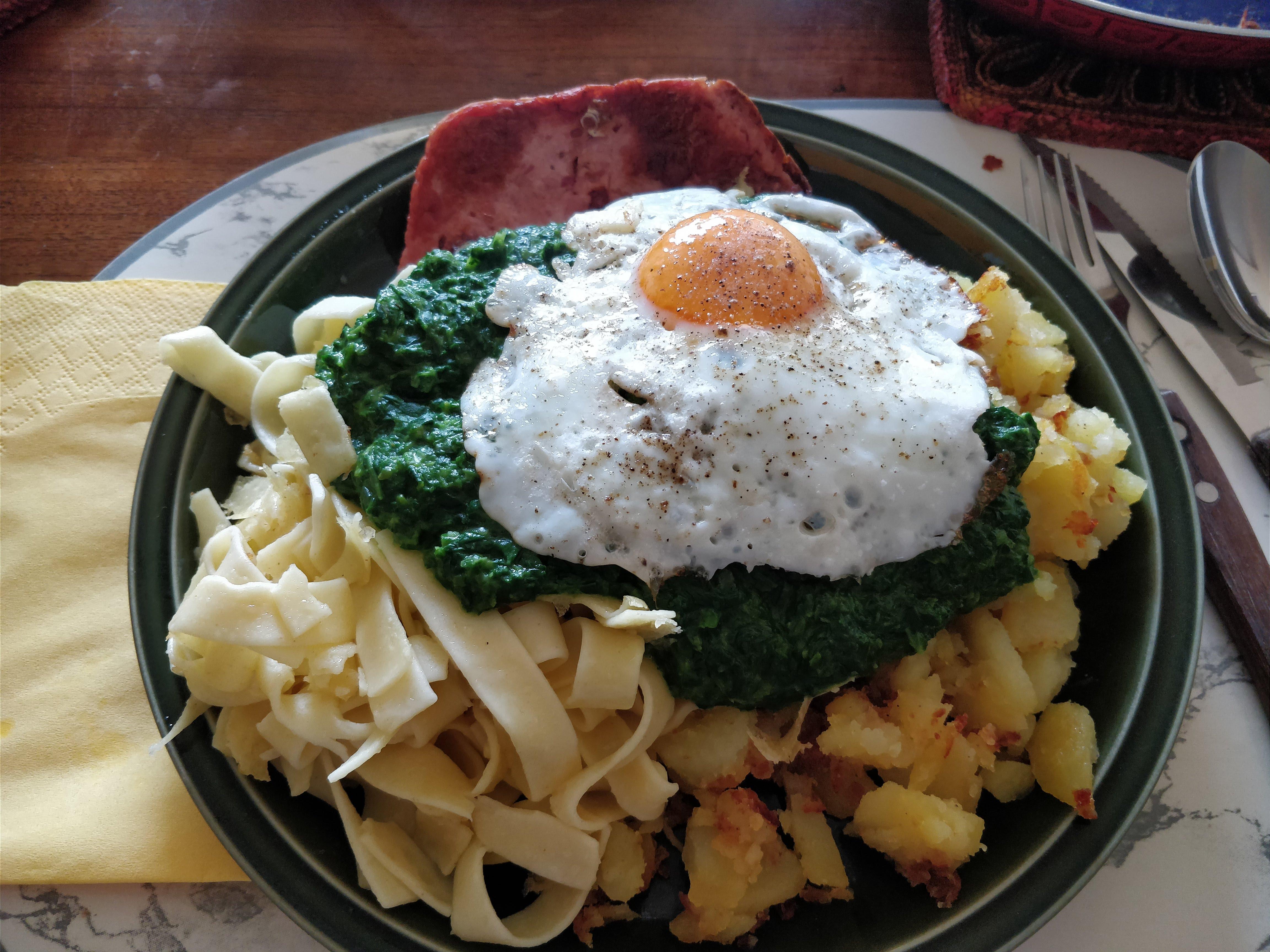 https://foodloader.net/nico_2018-05-09_fleischkaese-spinat-bratkartoffeln-spiegelei.jpg