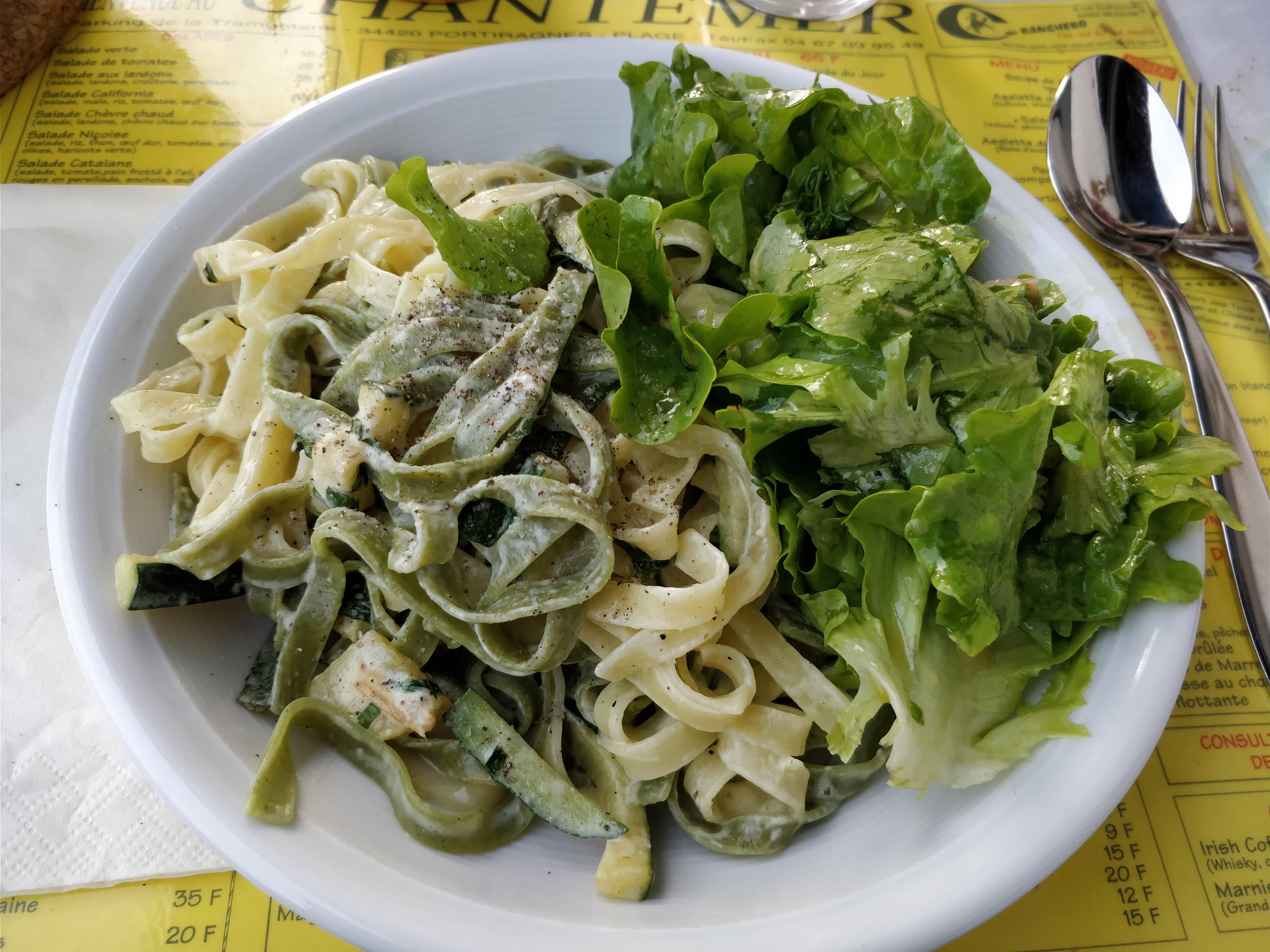 https://foodloader.net/nico_2018-05-12_tagliatelle-mit-zucchini-sahne-sauce.jpg