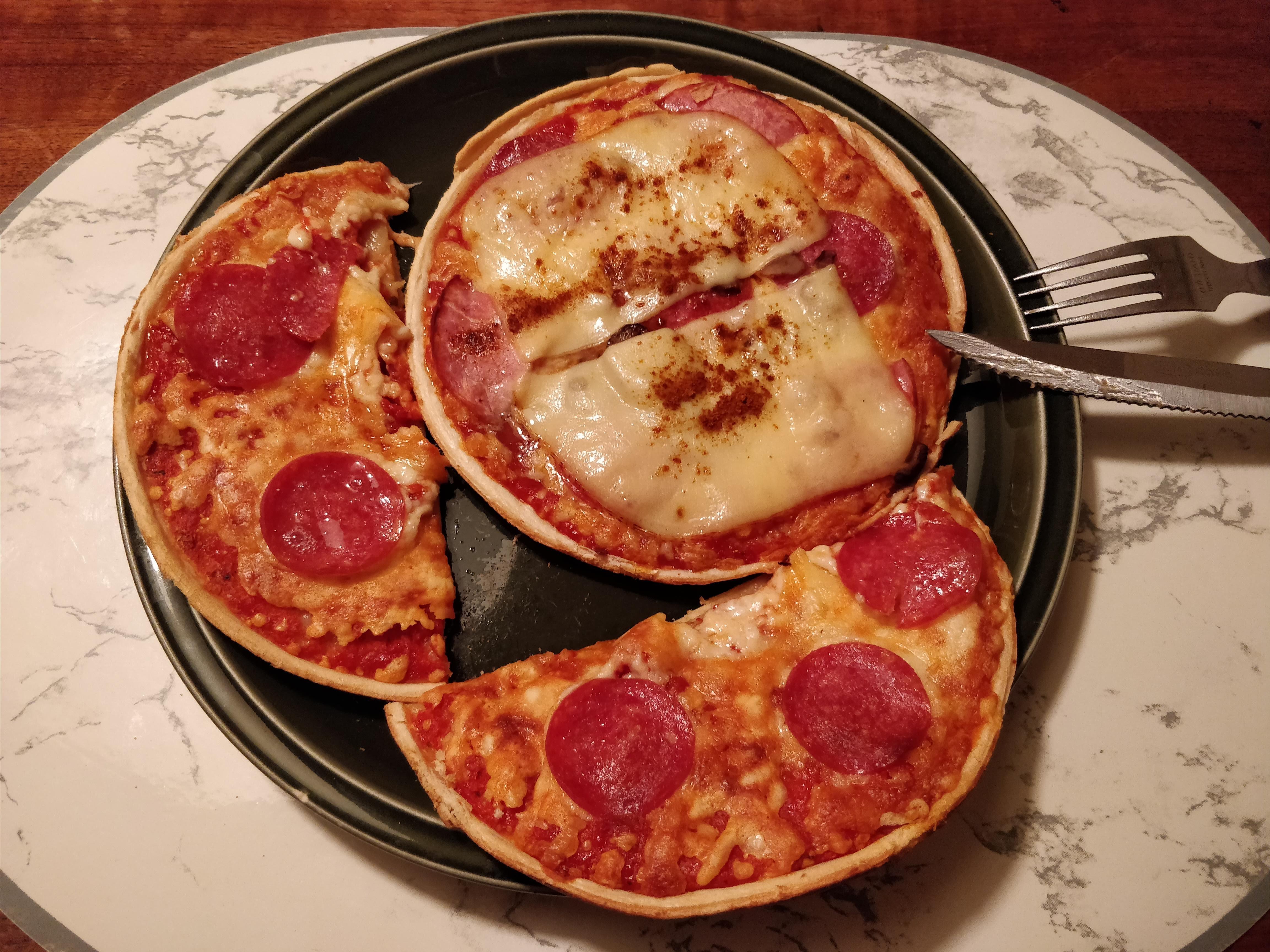 https://foodloader.net/nico_2018-05-18_zwei-mini-salami-pizzen.jpg