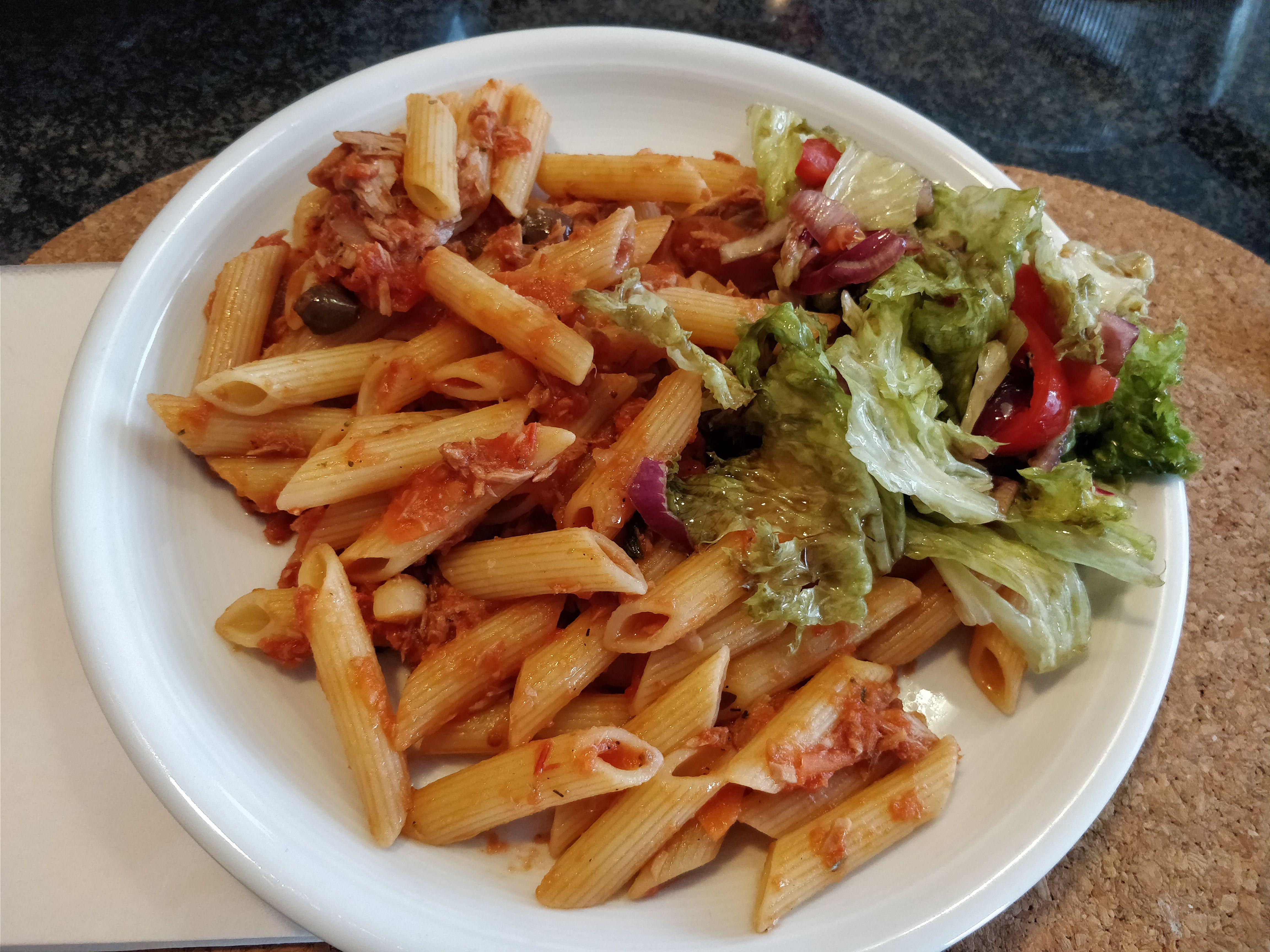 https://foodloader.net/nico_2018-05-27_penne-mit-thunfisch-sauce.jpg