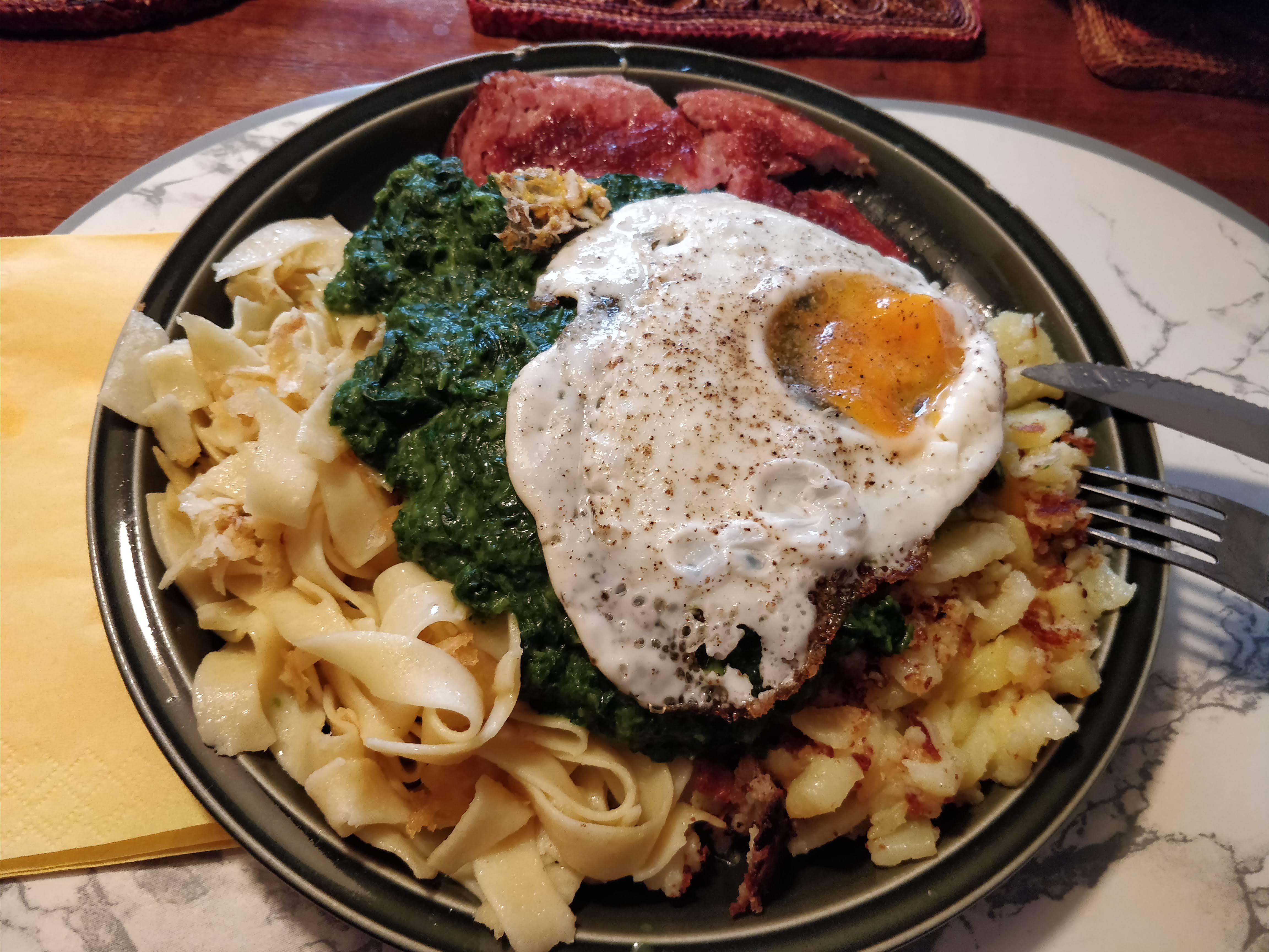 https://foodloader.net/nico_2018-06-06_fleischkaese-spinat-bratkartoffeln-spiegelei.jpg