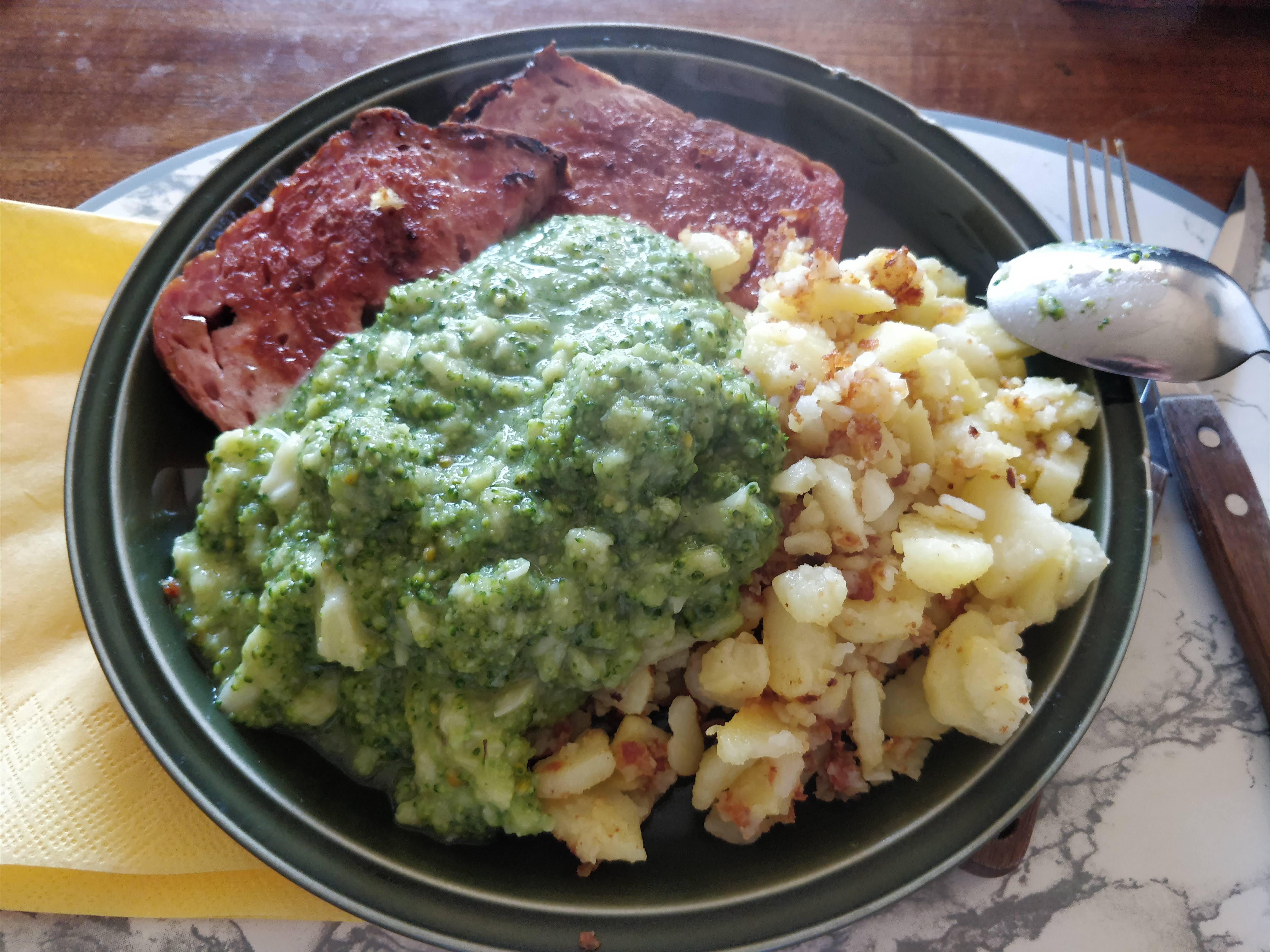 http://foodloader.net/nico_2018-06-20_fleischkaese-bratkartoffeln-brokkoli.jpg