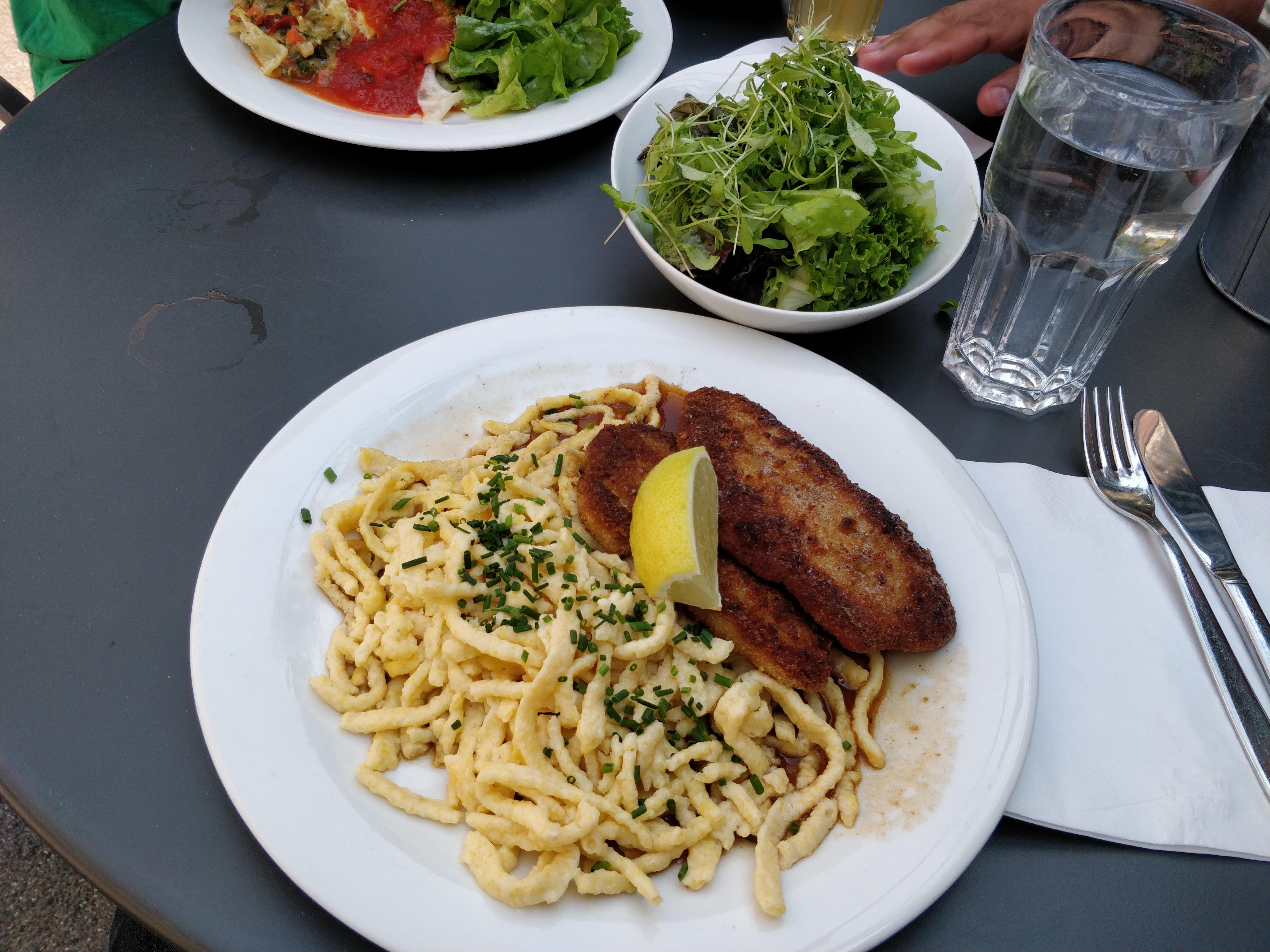 http://foodloader.net/nico_2018-07-24_schnitzel-mit-spaetzle.jpg