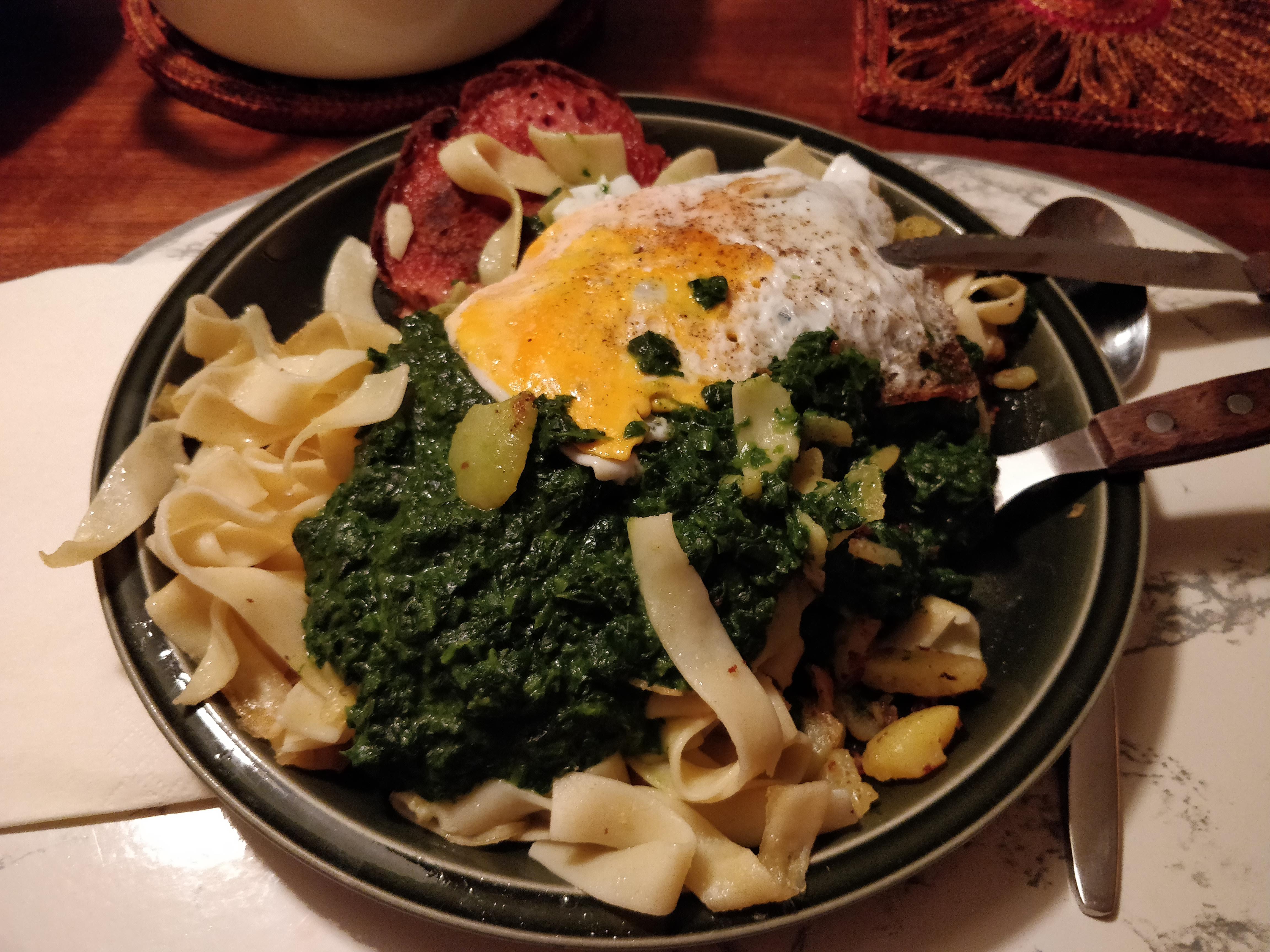 https://foodloader.net/nico_2018-08-15_fleischkaese-spinat-bratkartoffeln-spiegelei.jpg