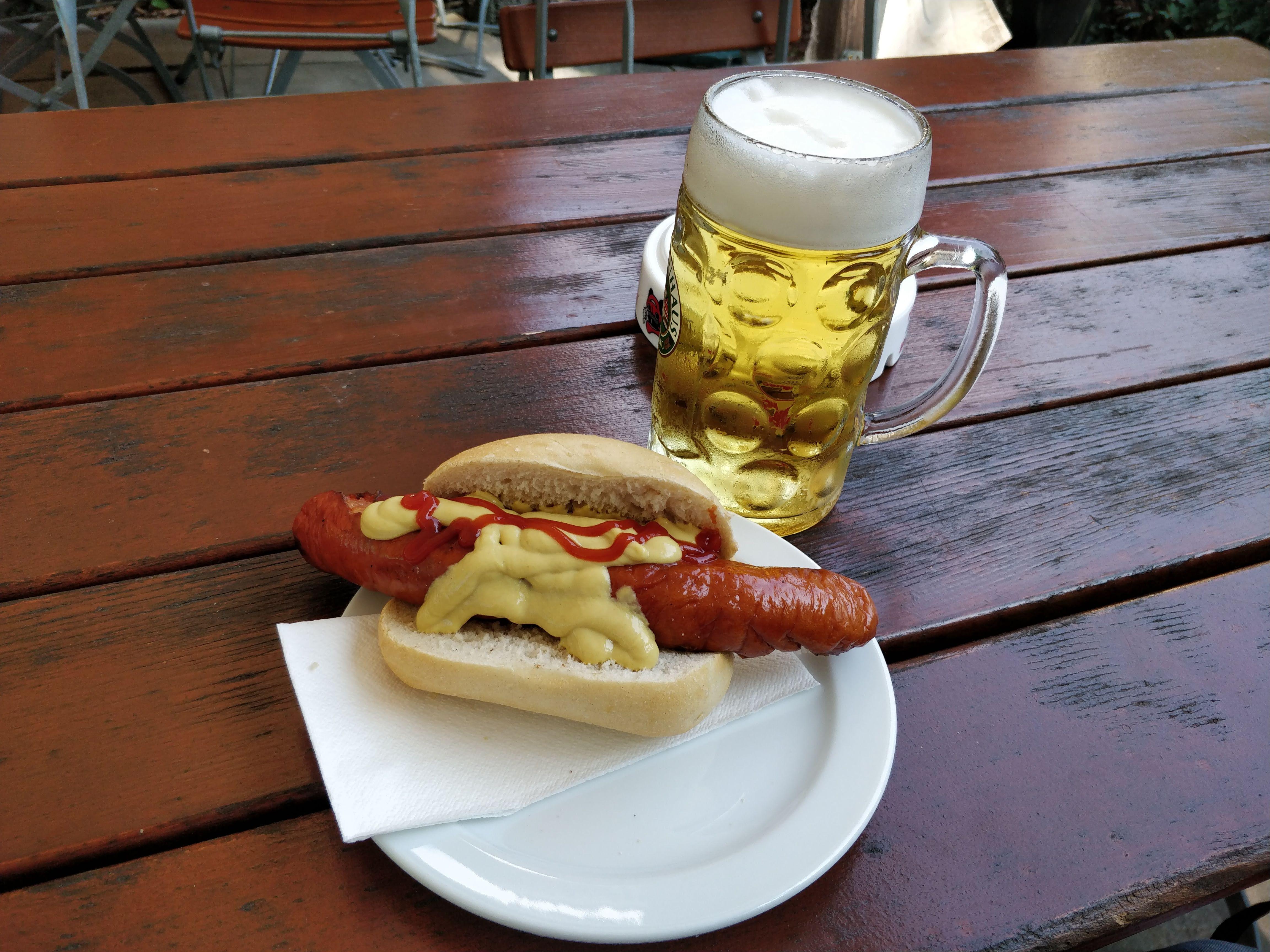 https://foodloader.net/nico_2018-08-18_rote-wurst-im-brot.jpg