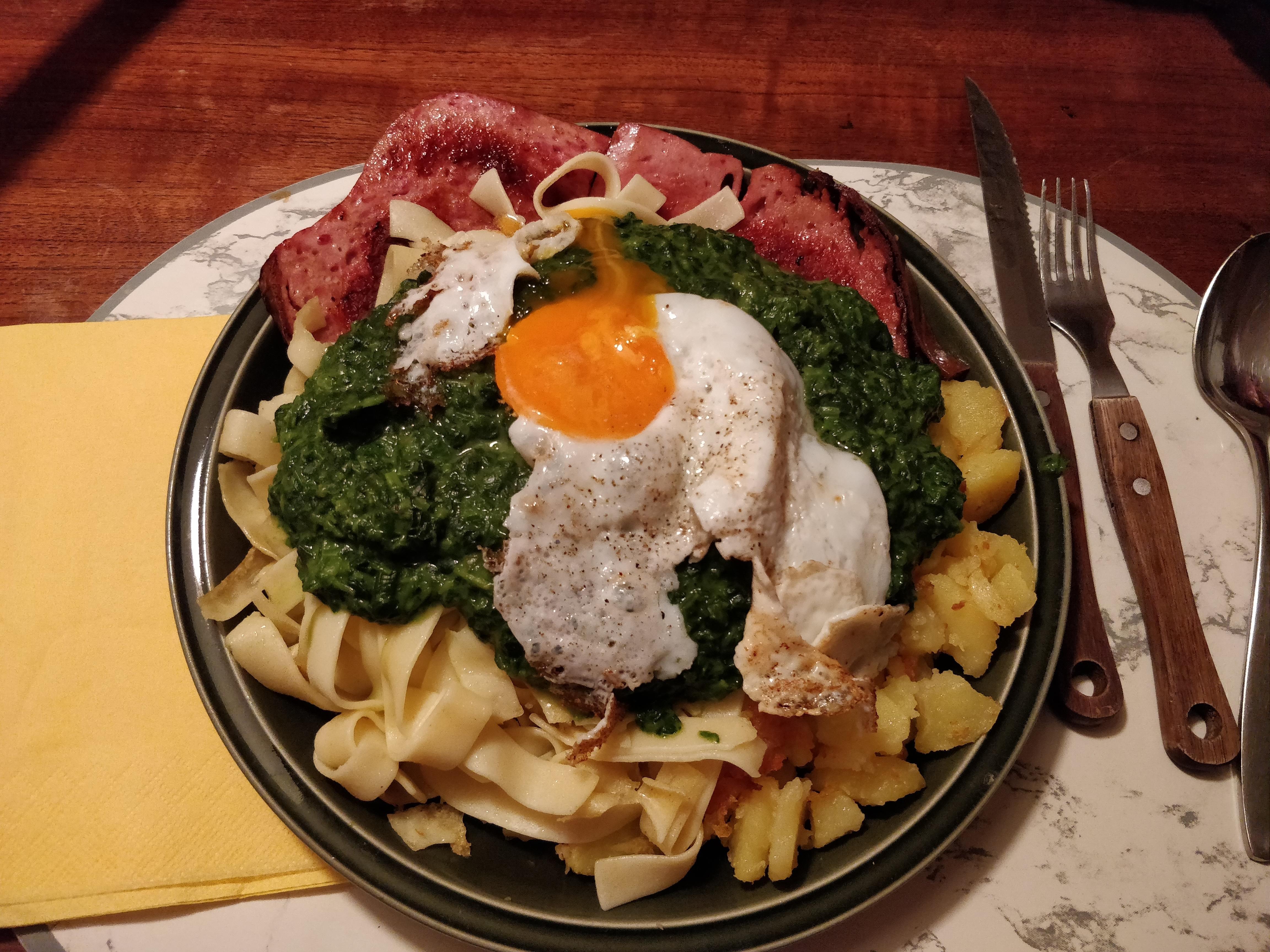 https://foodloader.net/nico_2018-09-12_fleischkaese-spinat-bratkartoffeln-spiegelei.jpg