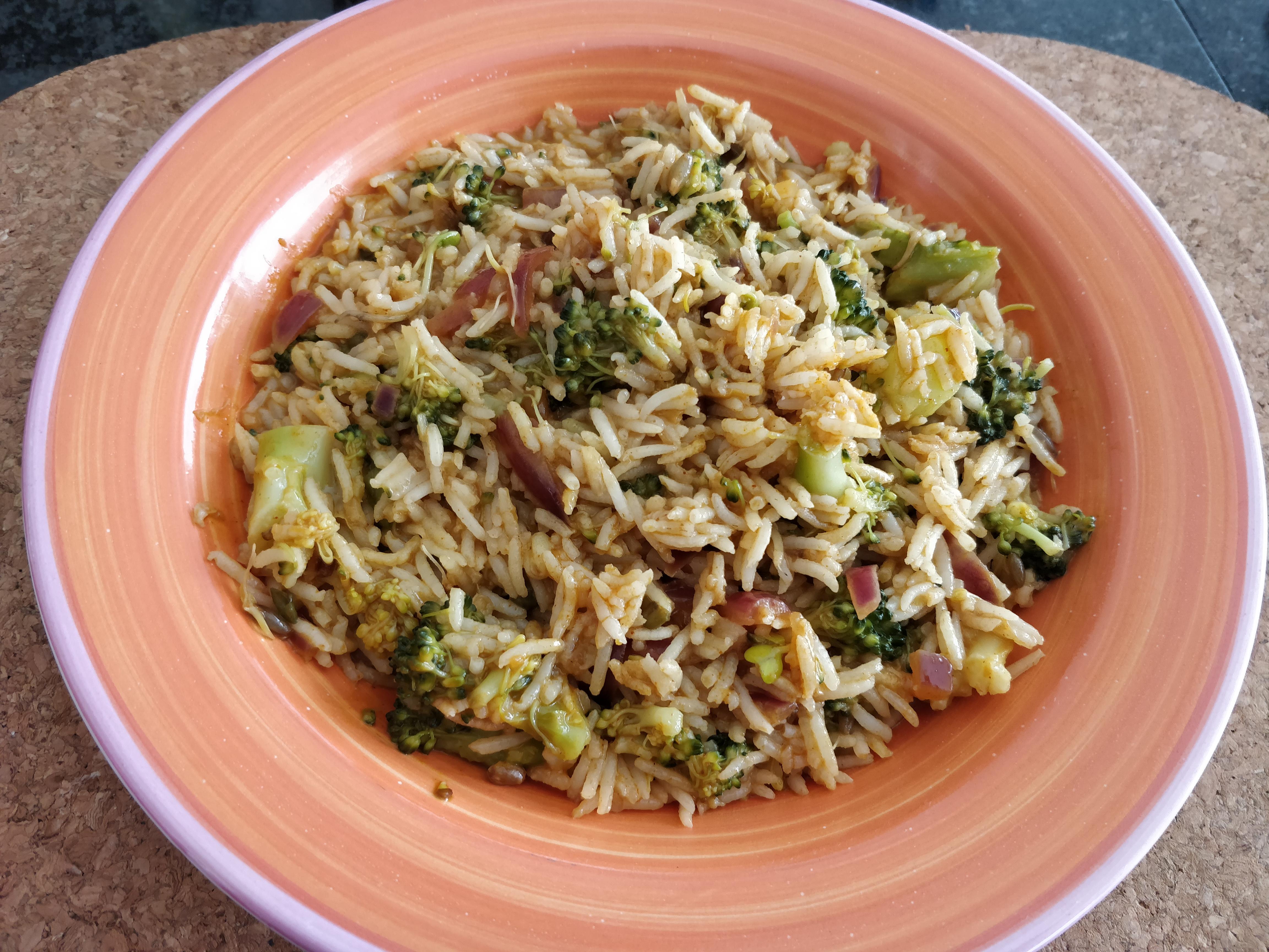 http://foodloader.net/nico_2018-10-14_reis-brokkoli-rotes-curry.jpg