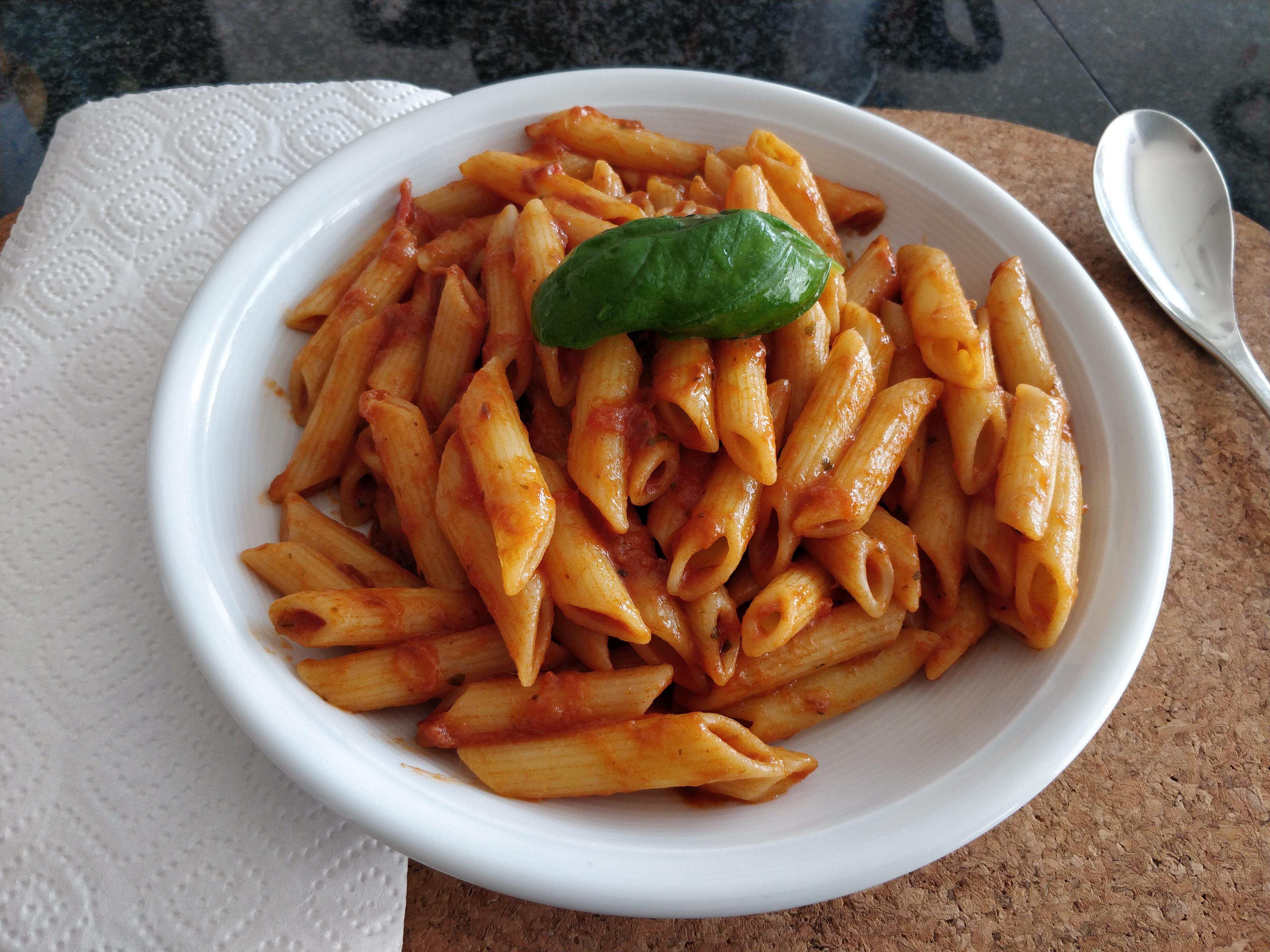 https://foodloader.net/nico_2018-10-19_penne-mit-thunfisch-tomaten-sauce.jpg