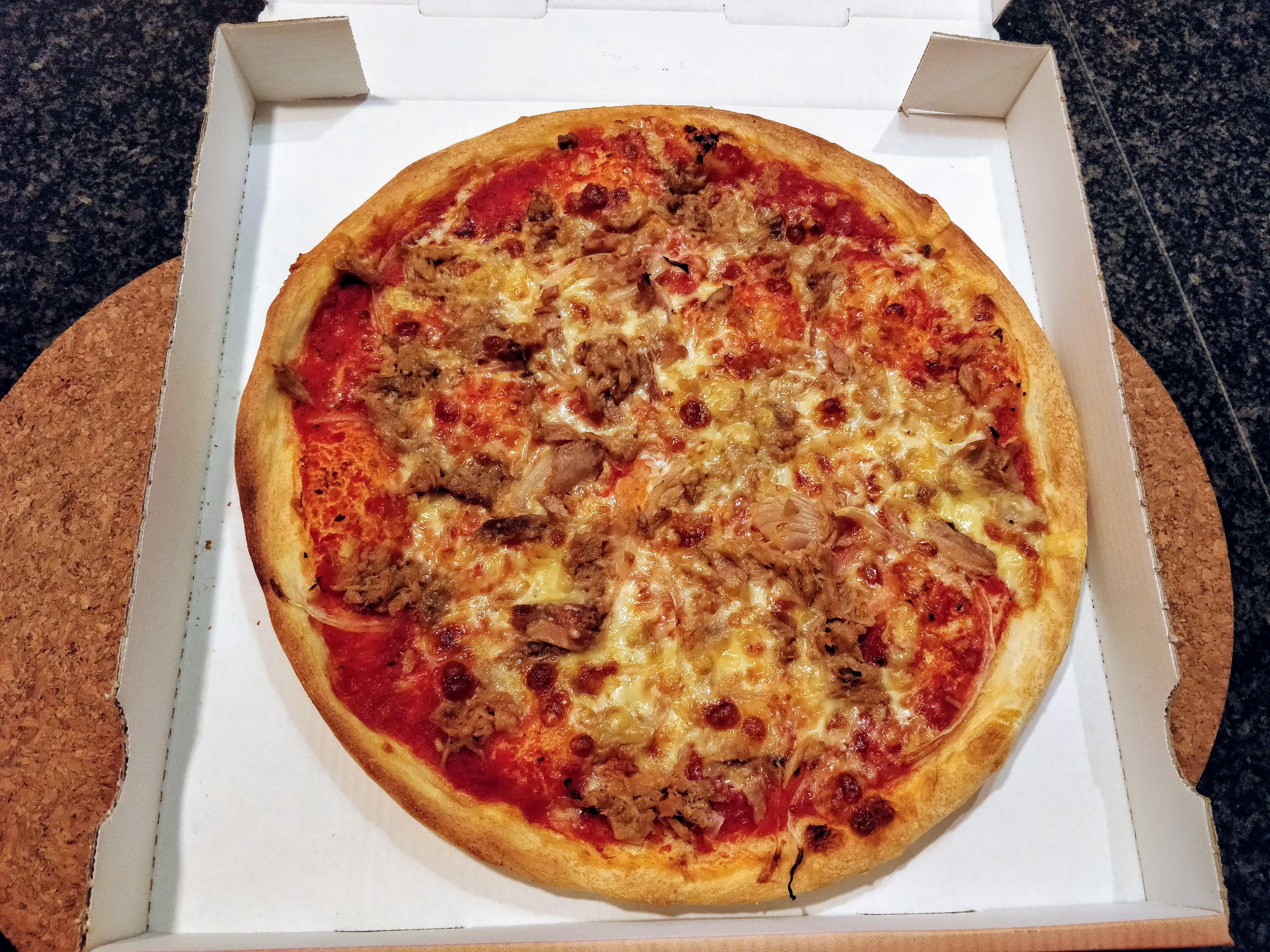 https://foodloader.net/nico_2018-11-02_pizza-thunfisch-zwiebeln.jpg