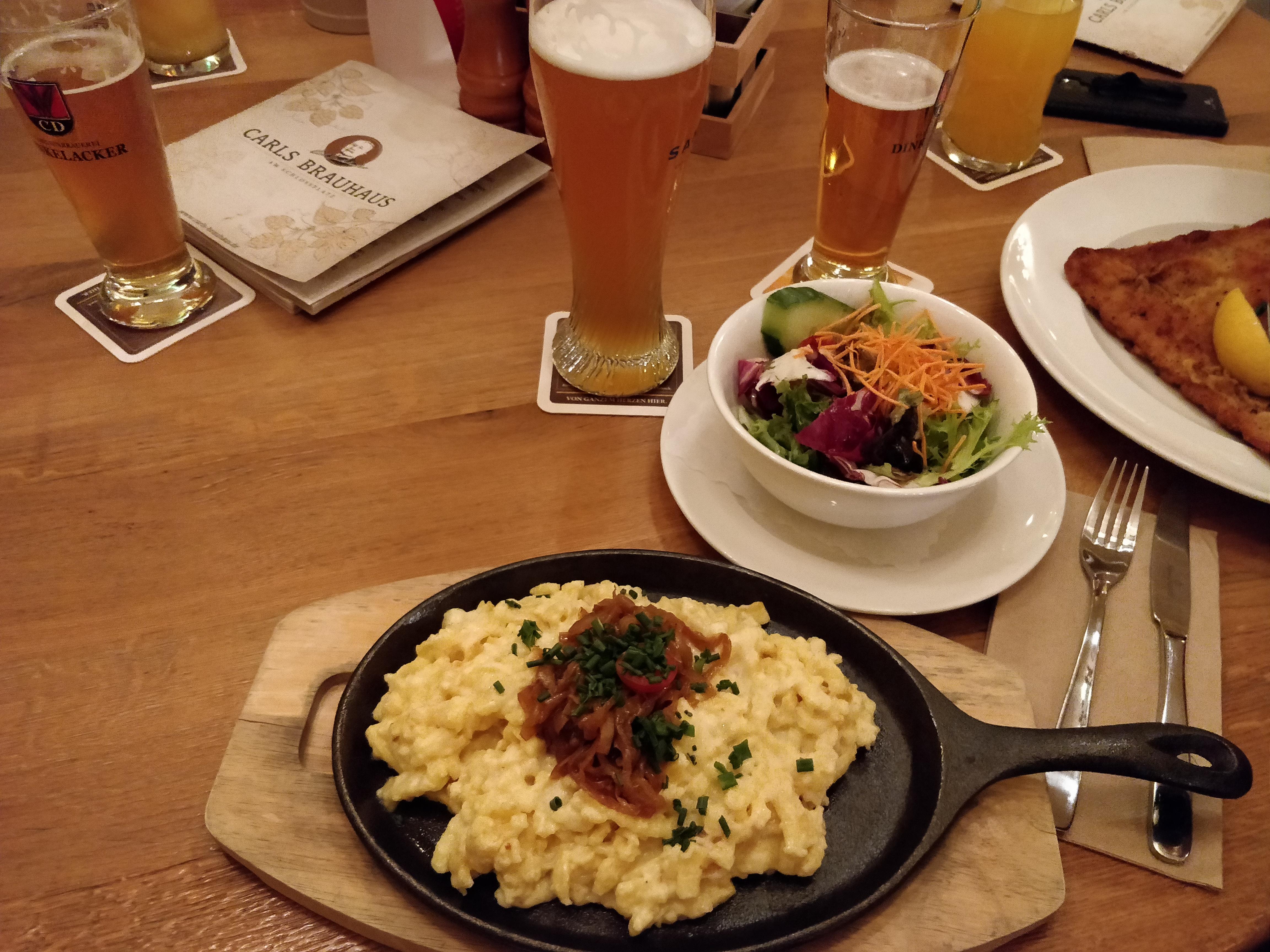 https://foodloader.net/nico_2018-11-06_kaesespaetzle-und-salat.jpg