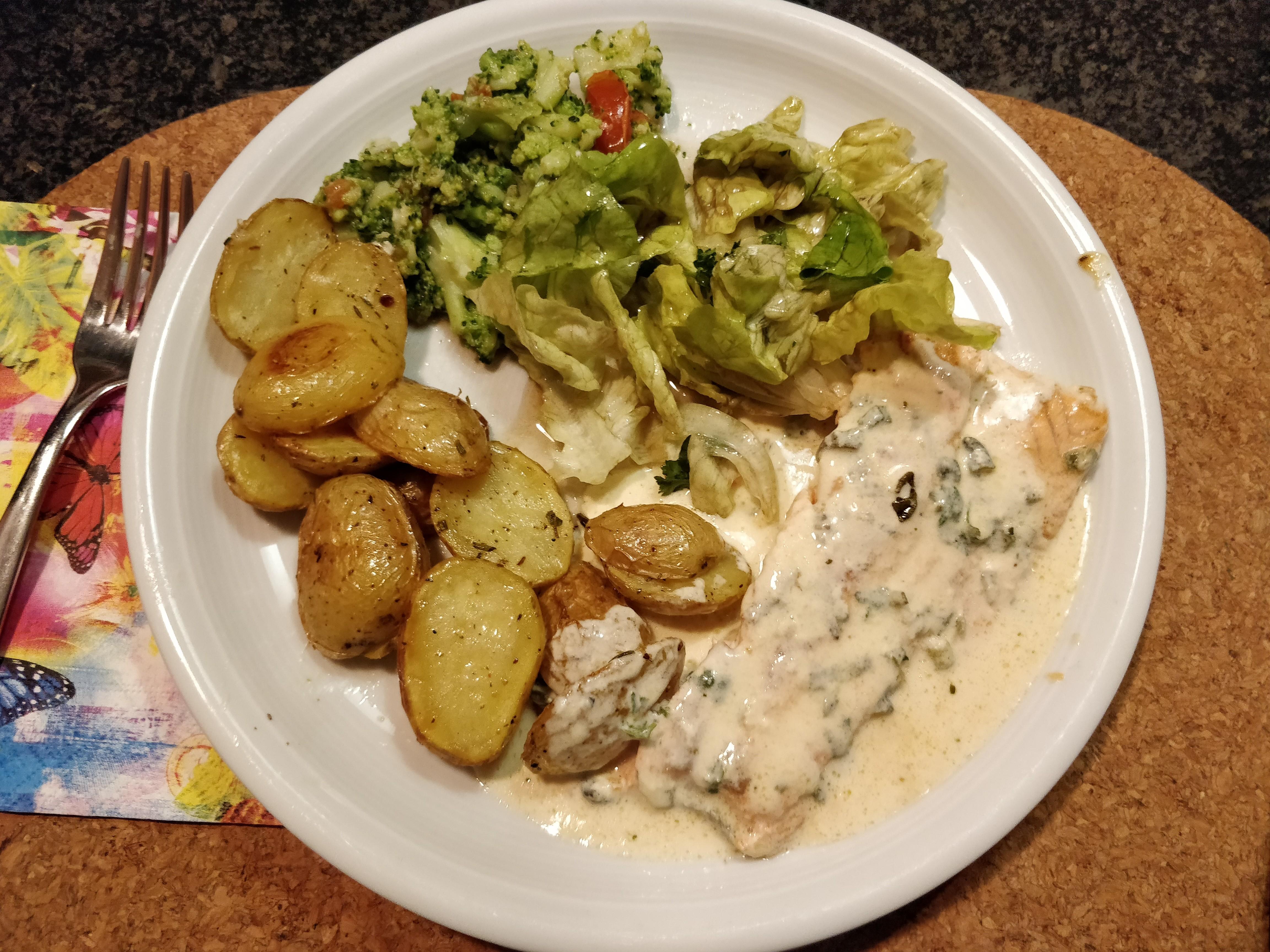 https://foodloader.net/nico_2018-11-18_lachs-kartoffeln-salat.jpg