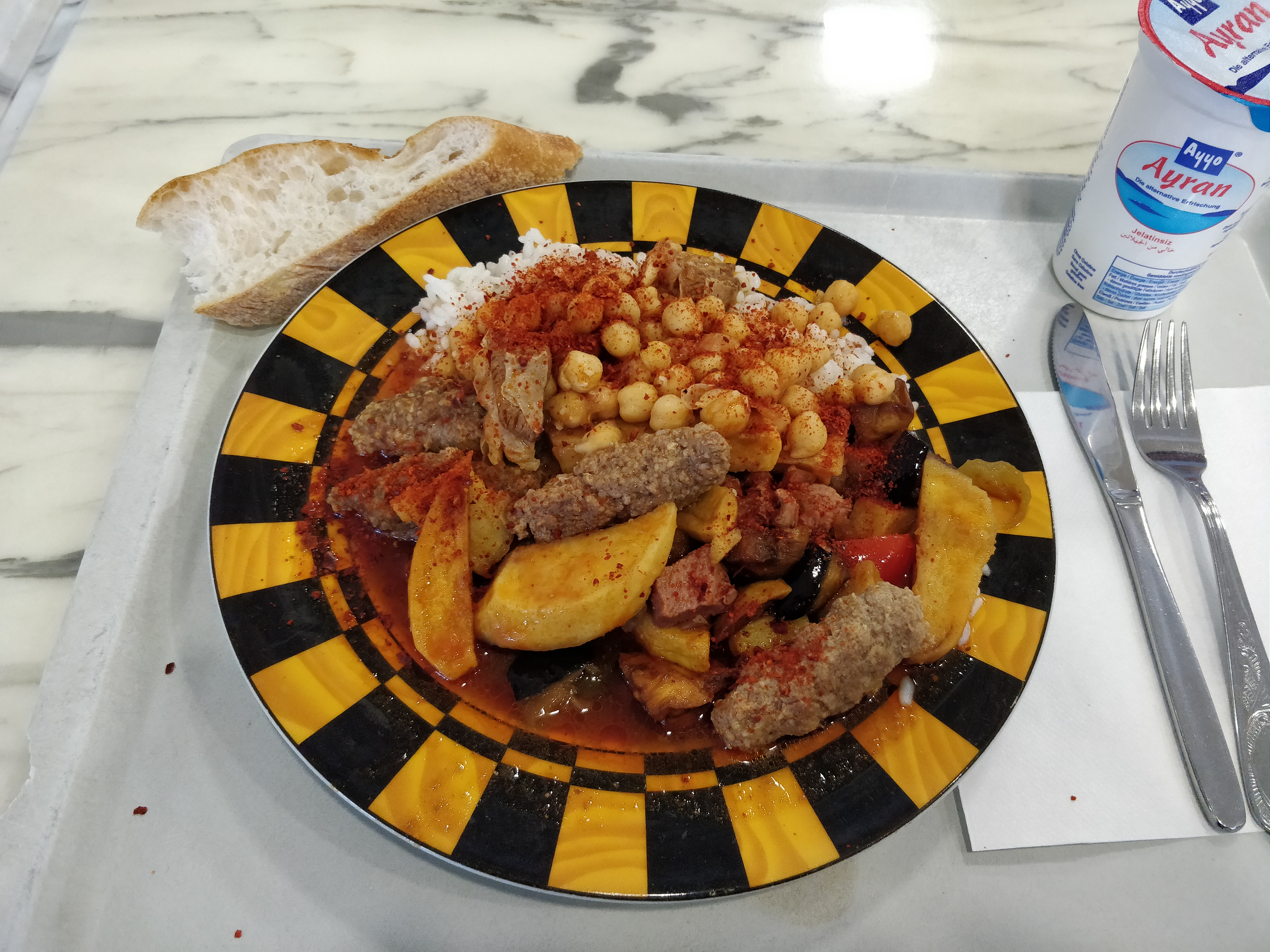 https://foodloader.net/nico_2018-11-19_koefte-reis-gemuese-kichererbsen.jpg