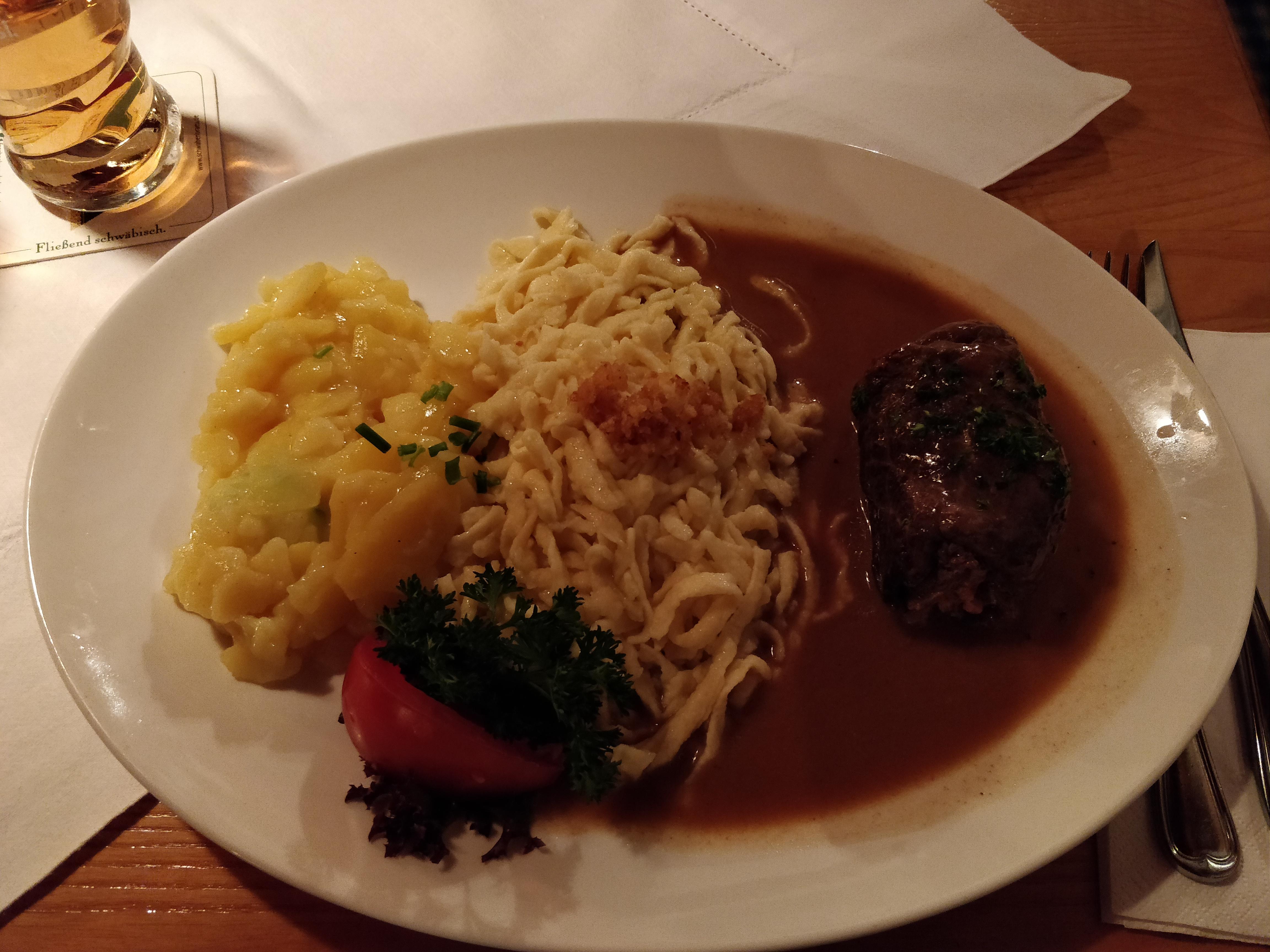 https://foodloader.net/nico_2018-11-21_rinderroulade-mit-spaetzle-und-kartoffelsalat.jpg