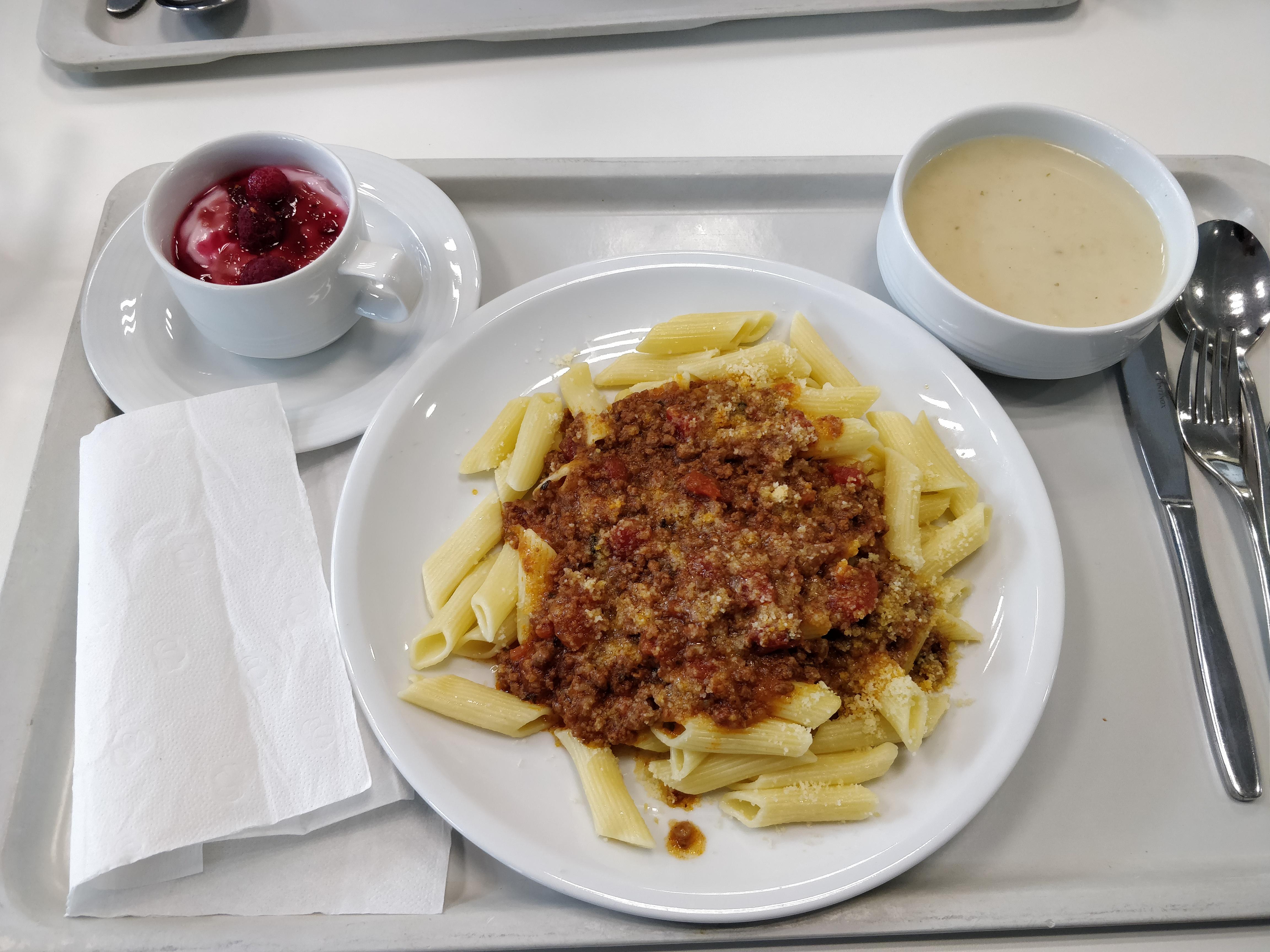 https://foodloader.net/nico_2018-11-29_penne-bolgnese-suppe-nachtisch.jpg
