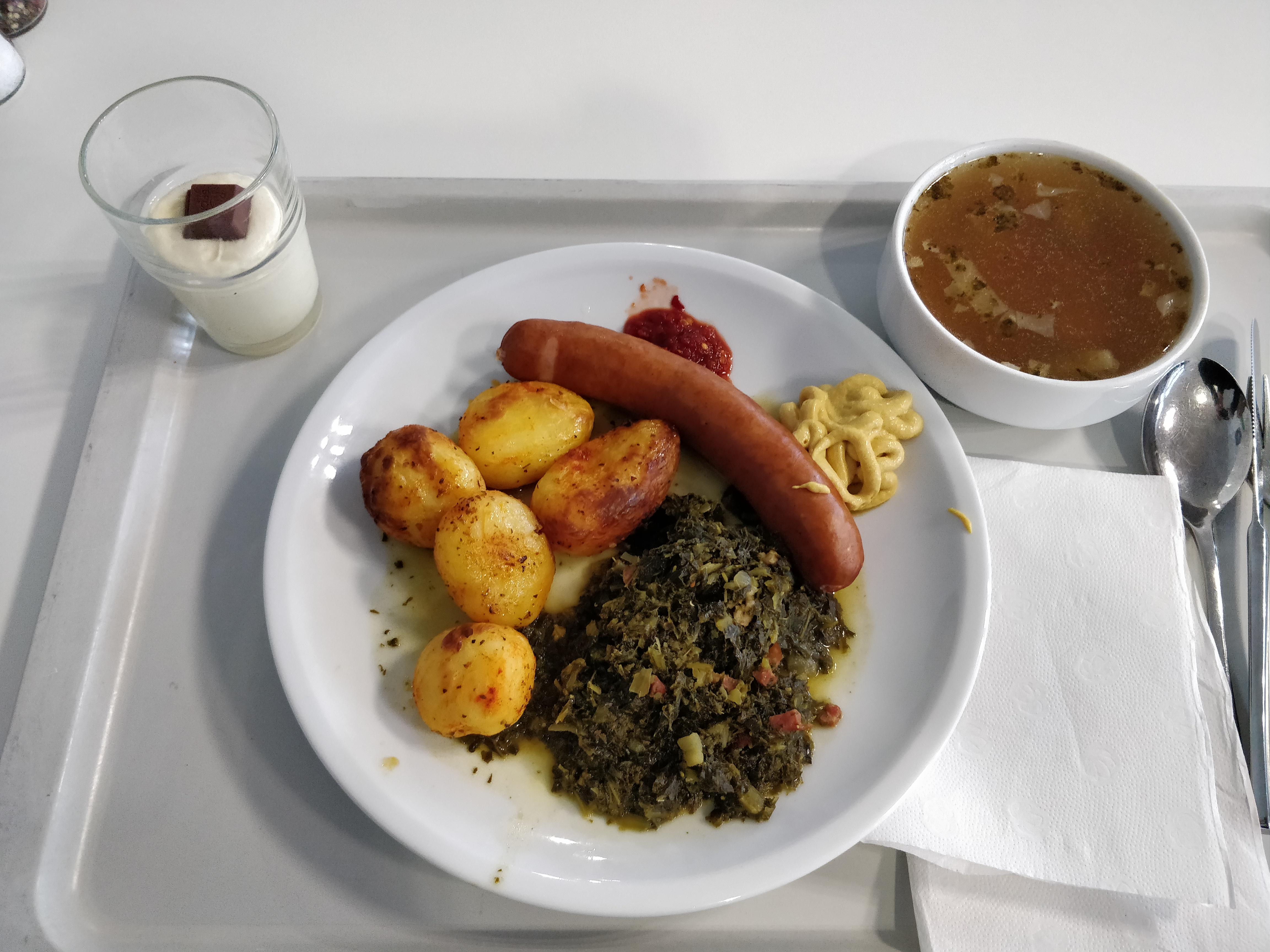 https://foodloader.net/nico_2018-12-03_gruenkohl-pinkel-kartoffeln-suppe-nachtisch.jpg