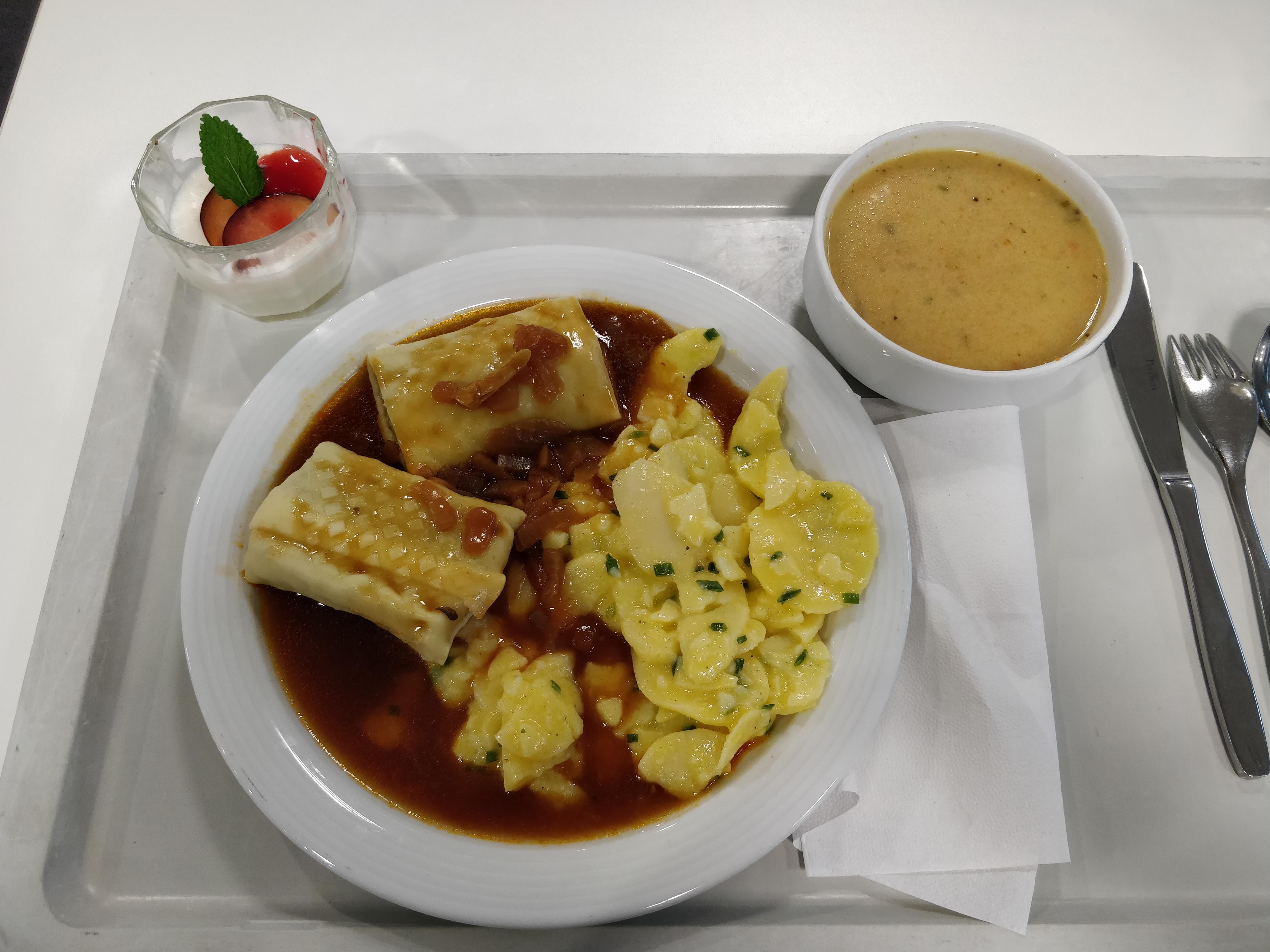 https://foodloader.net/nico_2018-12-04_maultaschen-kartoffelsalat-suppe-nachtisch.jpg