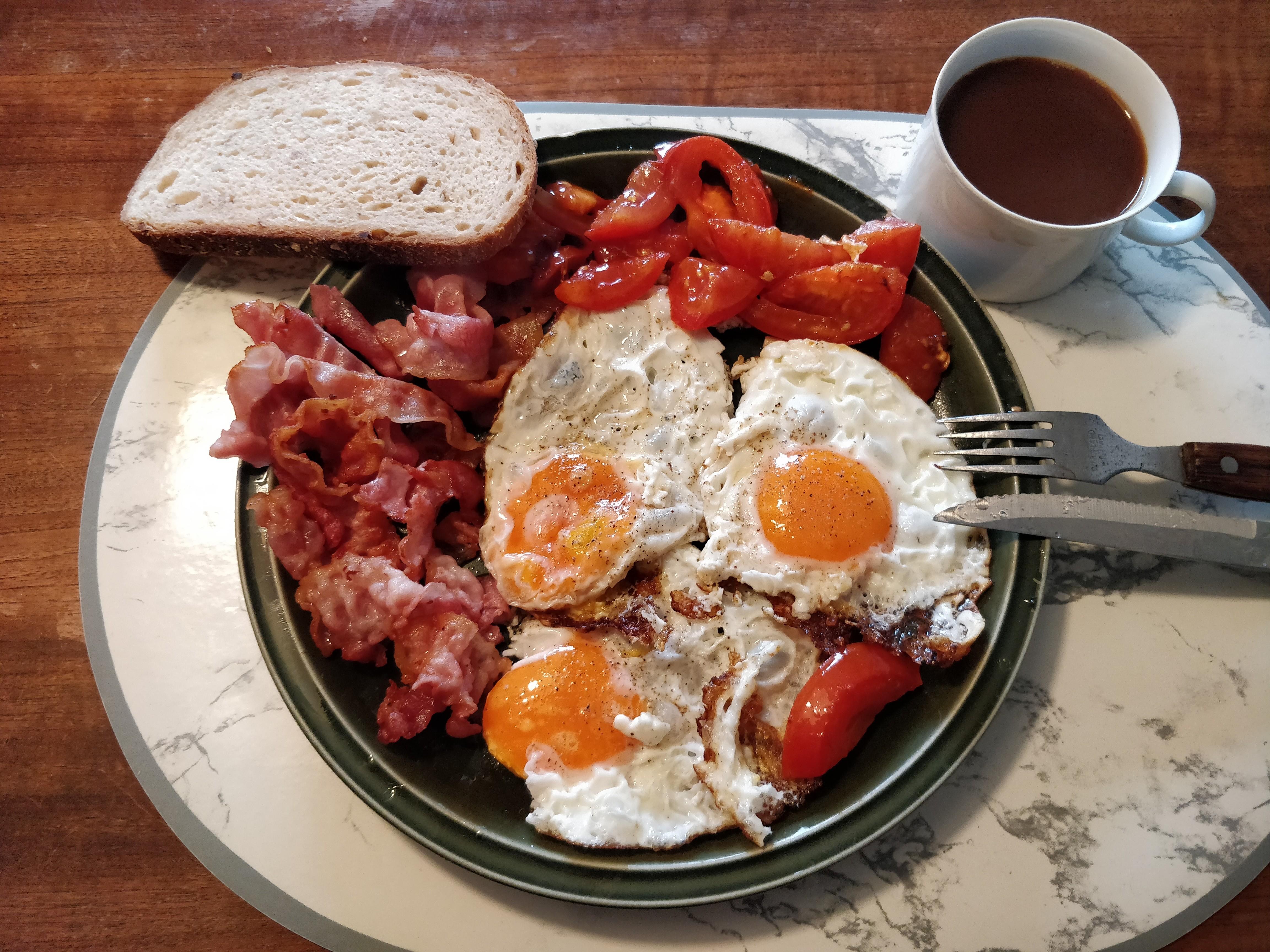 https://foodloader.net/nico_2018-12-09_spiegeleier-bacon-tomate.jpg