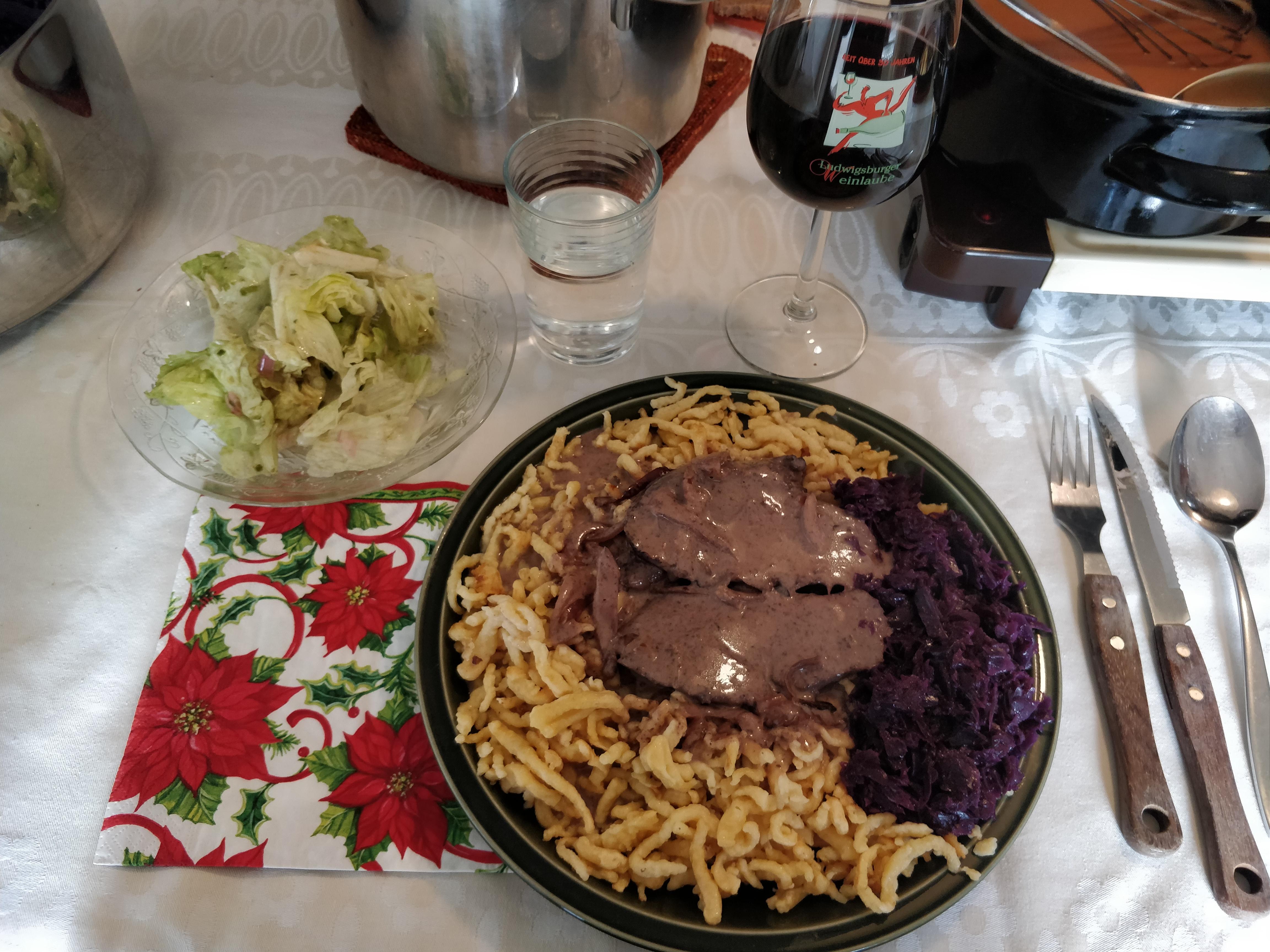 https://foodloader.net/nico_2018-12-25_rehbraten-spaetzle-rotkraut-salat.jpg